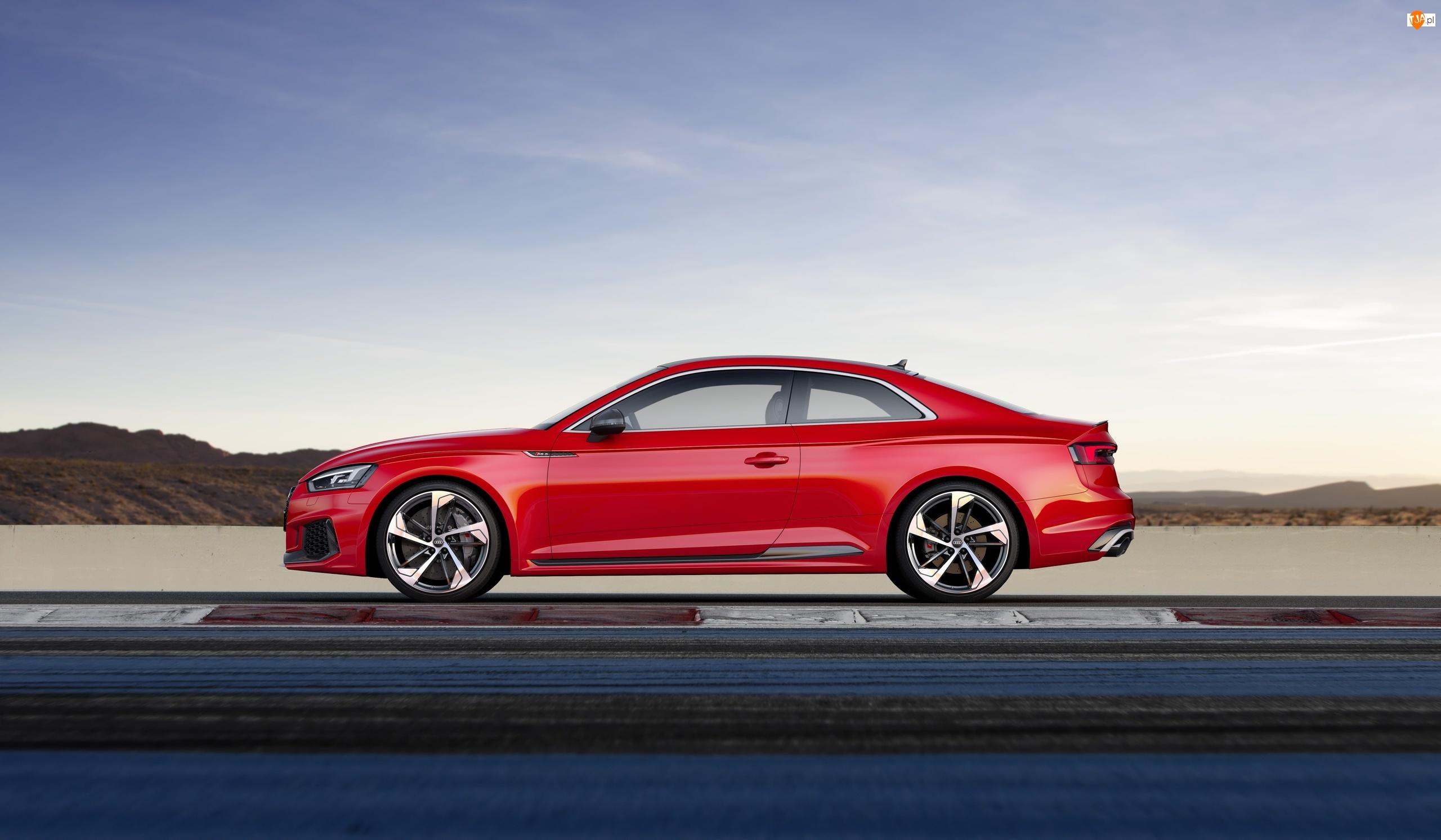 Czerwone Audi Rs5 A5 Track