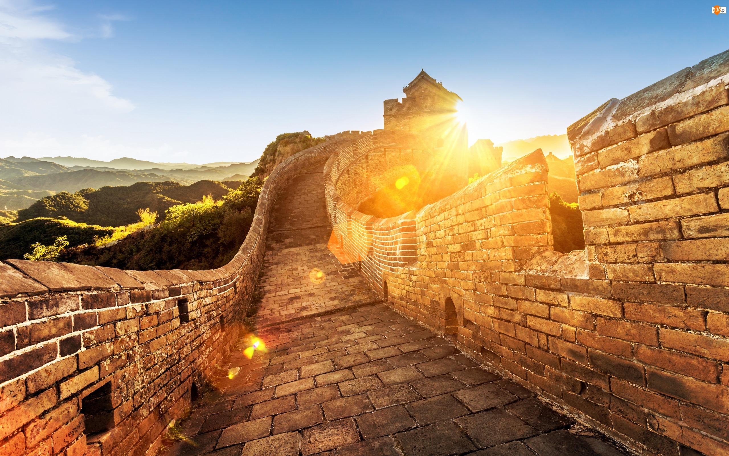 Znalezione obrazy dla zapytania mur chiński o wschodzie słońca