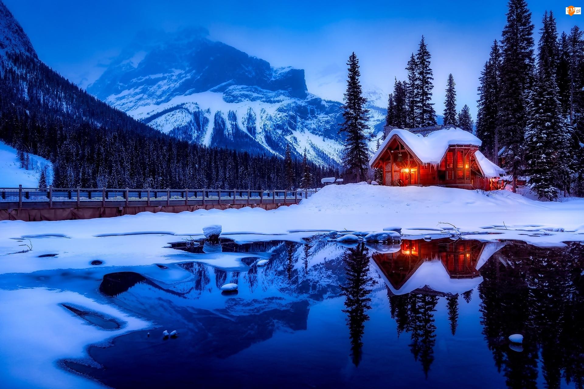 Las, Dom, Zima, Kolumbia Brytyjska, Jezioro Emerald Lake, Kanada, Góry, Park Narodowy Yoho, Most