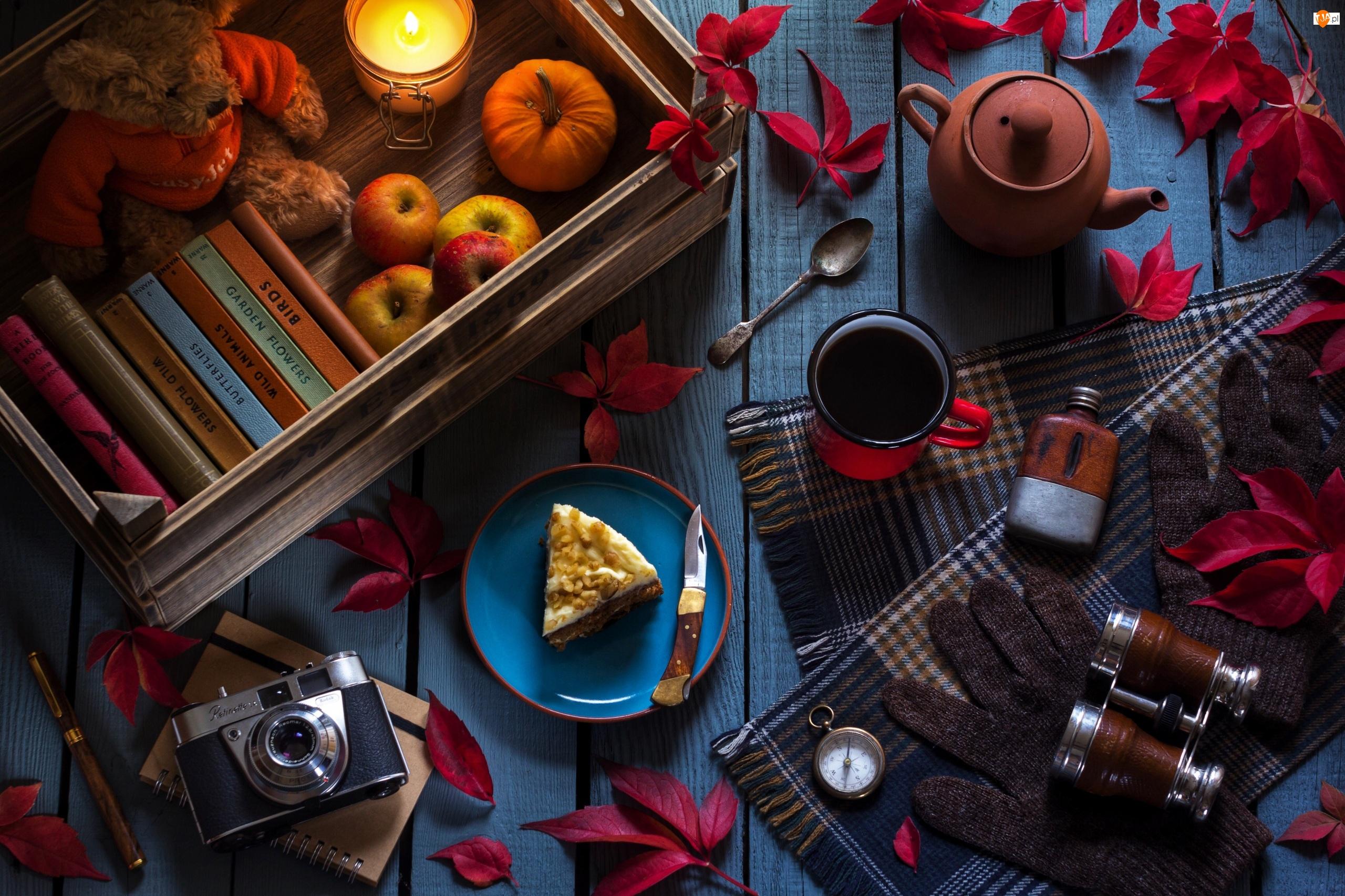 Talerzyk, Książki, Liście, Imbryk, Jesienna, Deski, Ciasto, Herbata, Lornetka, Jabłka, Kompas, Kompozycja, Kubek, Dynia, Aparat fotograficzny