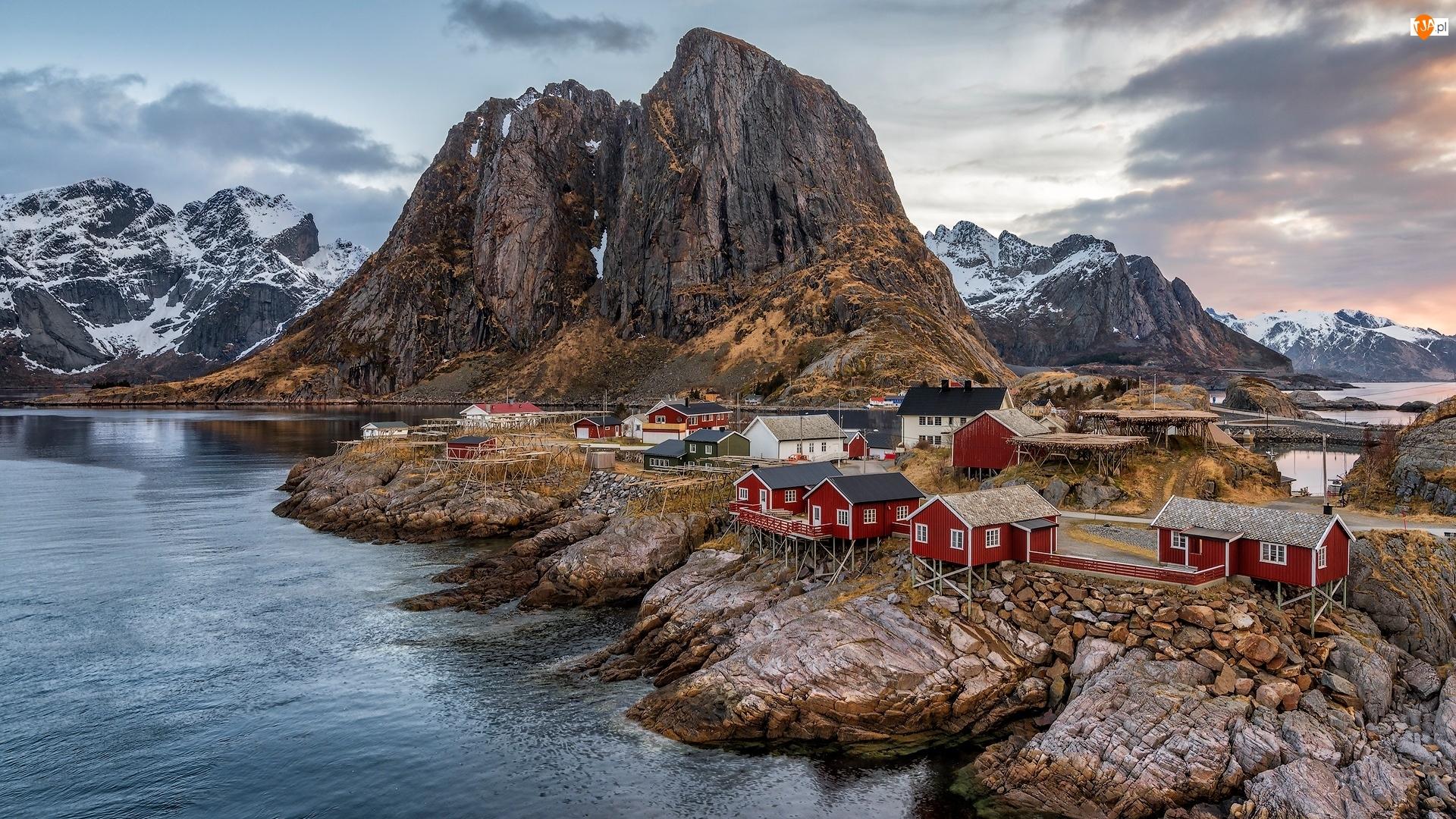Wioska Reine, Góry, Lofoty, Norwegia, Wyspa Moskenesøya