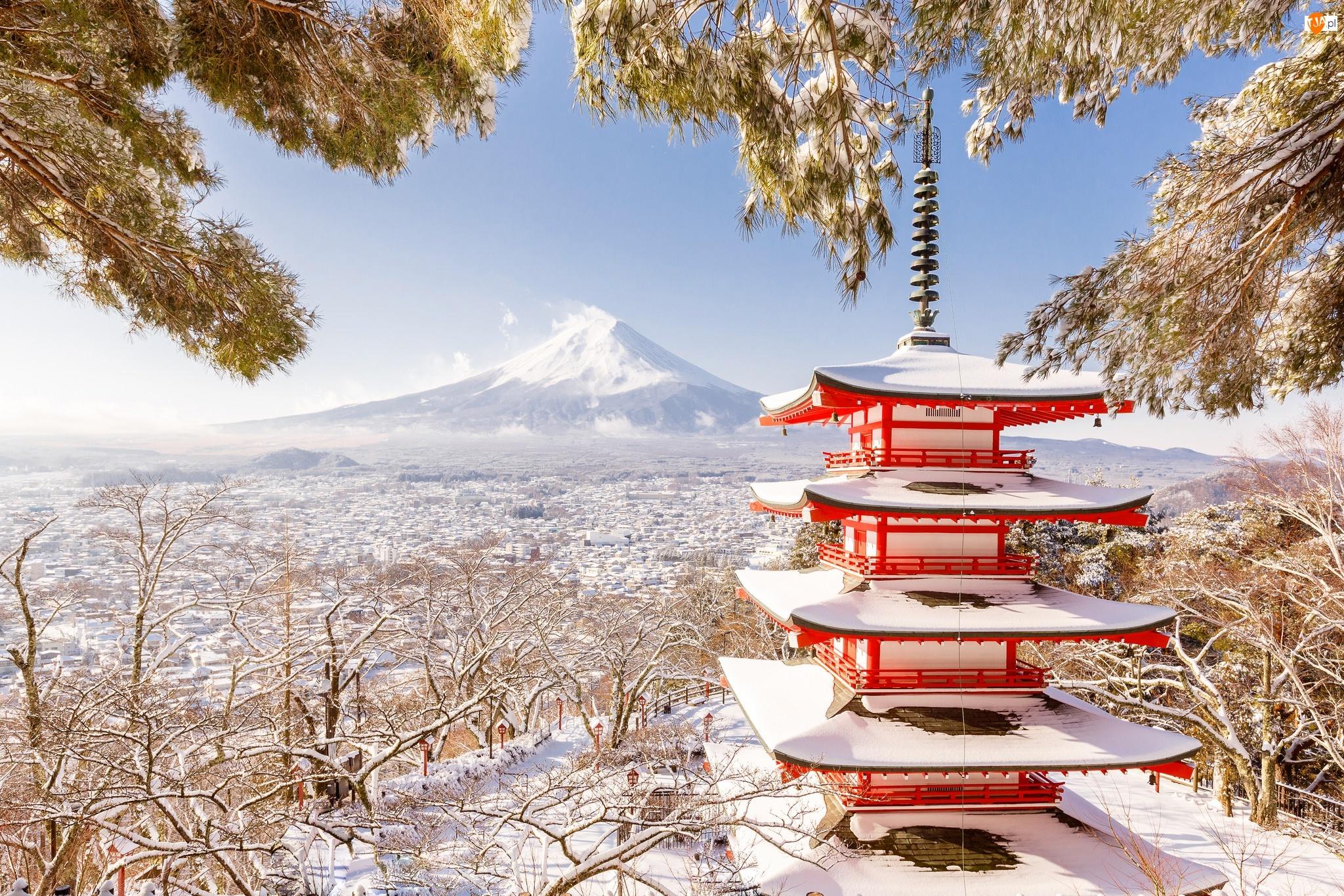 Zima, Wyspa Honsiu, Śnieg, Góra Fudżi, Drzewa, Prefektura Yamanashi, Miasto Fujiyoshida, Japonia, Świątynia Chureito Pagoda