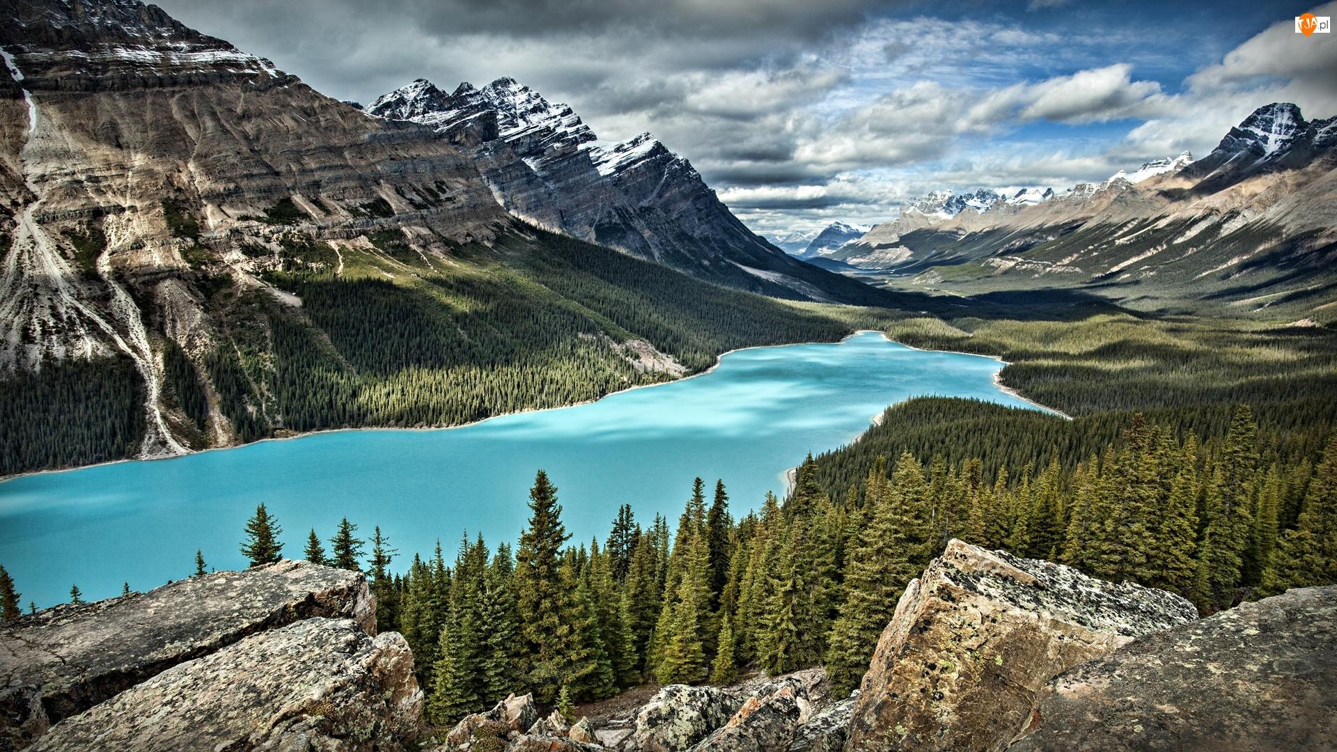 Park Narodowy Banff, Góry Canadian Rockies, Skały, Kanada, Chmury, Las, Jezioro Peyto Lake