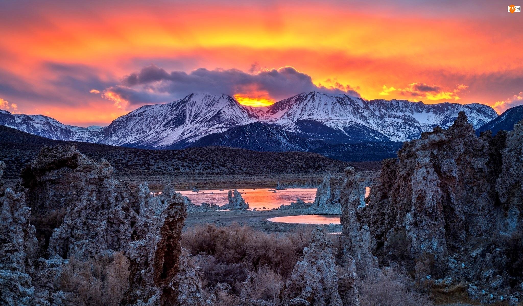 Jezioro Mono Lake, Zachód Słońca, Stan Kalifornia, Stany Zjednoczone, Góry