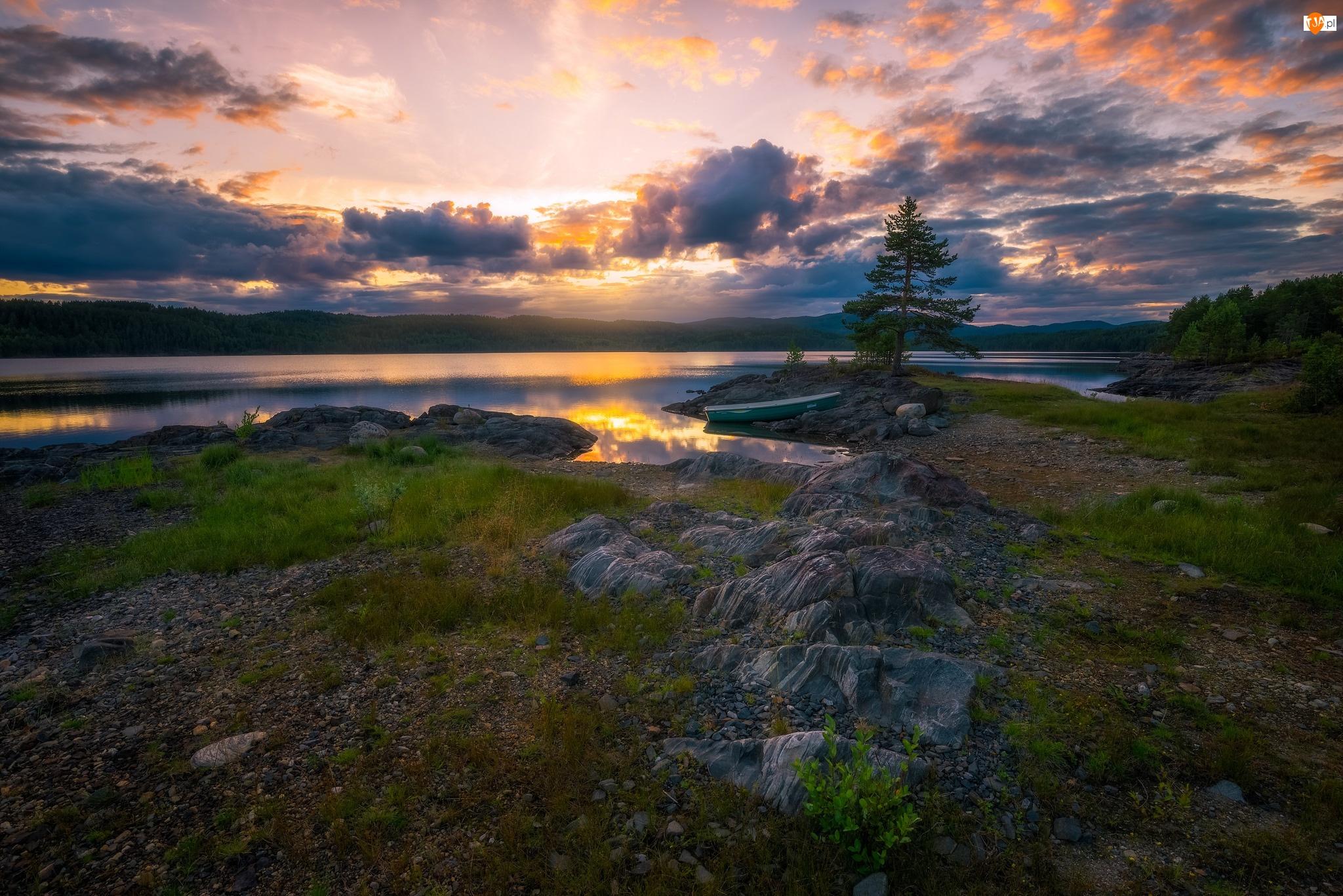 Norwegia, Gmina Ringerike, Łódka, Zachód słońca, Drzewa, Kamienie, Jezioro