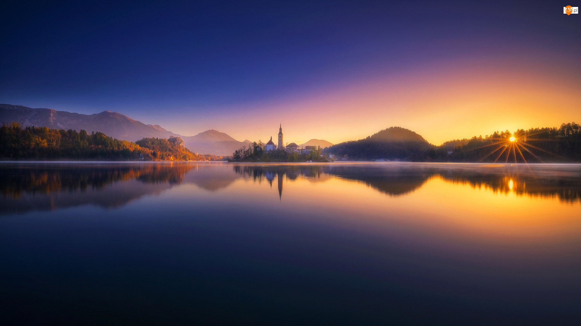Wyspa Blejski Otok, Góry Alpy Julijskie, Promienie słońca, Słowenia, Zachód słońca, Kościół Zwiastowania Marii Panny, Jezioro Bled