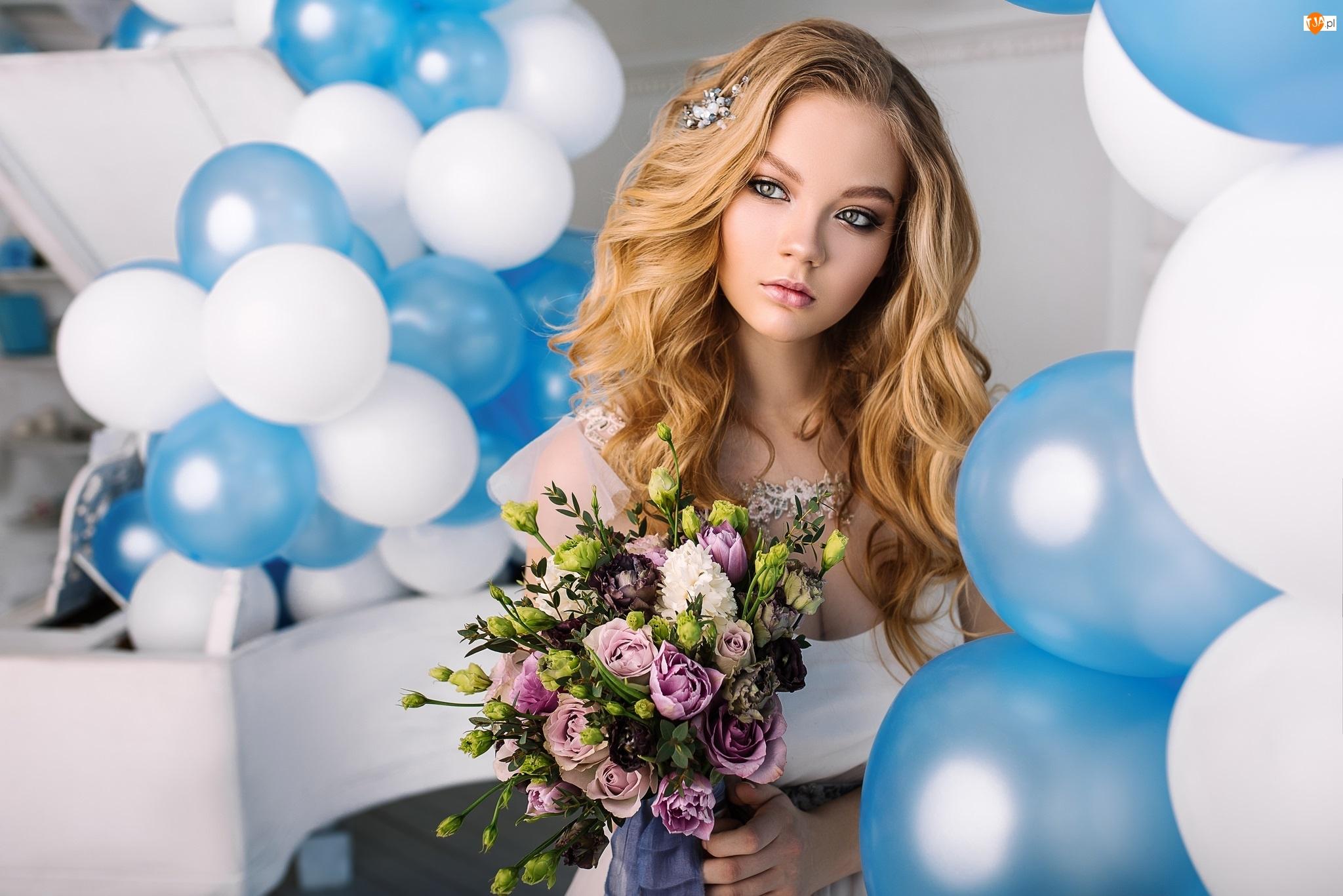 Bukiet, Baloniki, Blondynka, Kobieta, Kwiaty