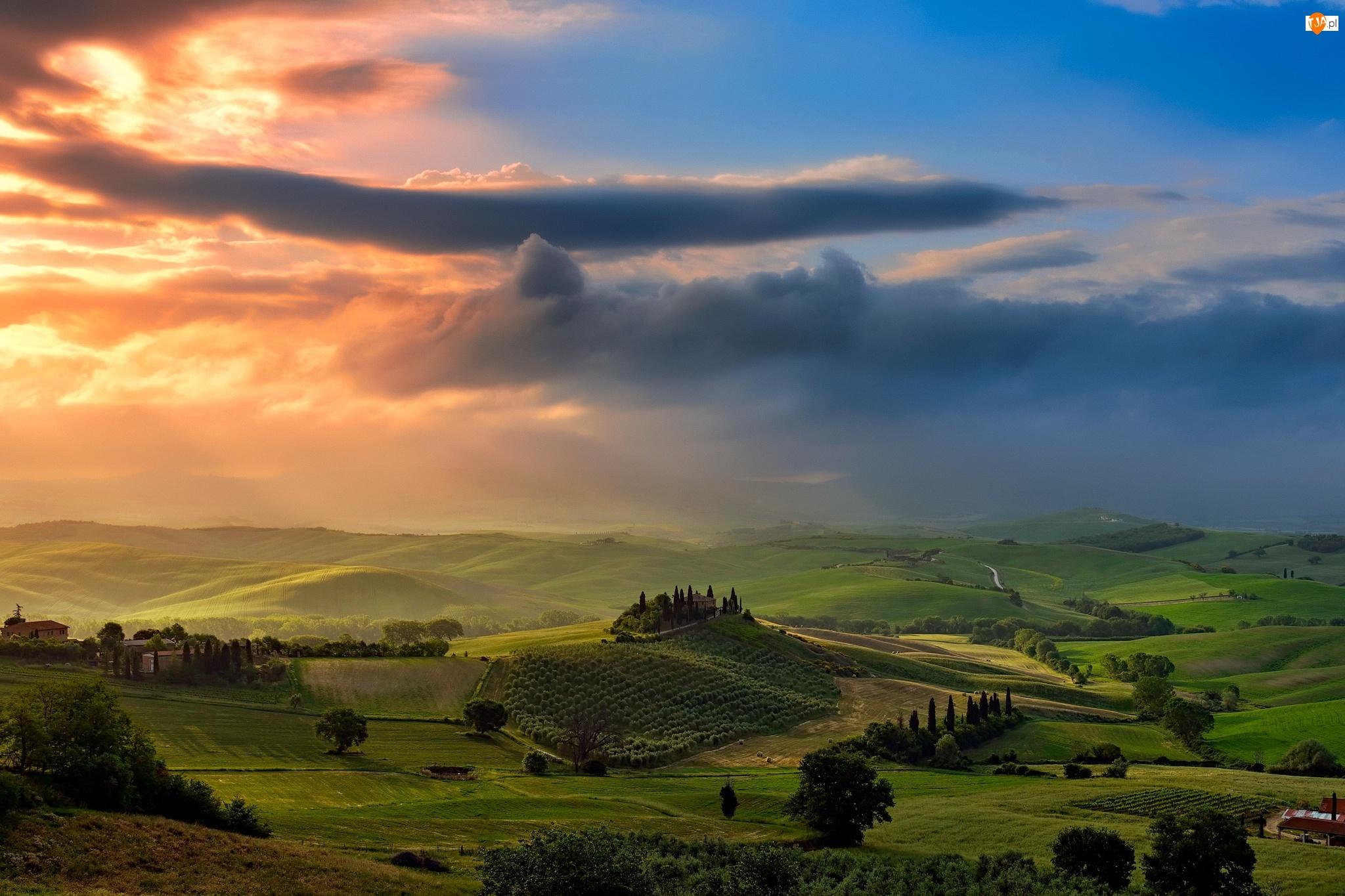 Zachód słońca, Drzewa, Cyprysy, Zieleń, Toskania, Włochy, Pola, Dolina, Wzgórza, Chmury