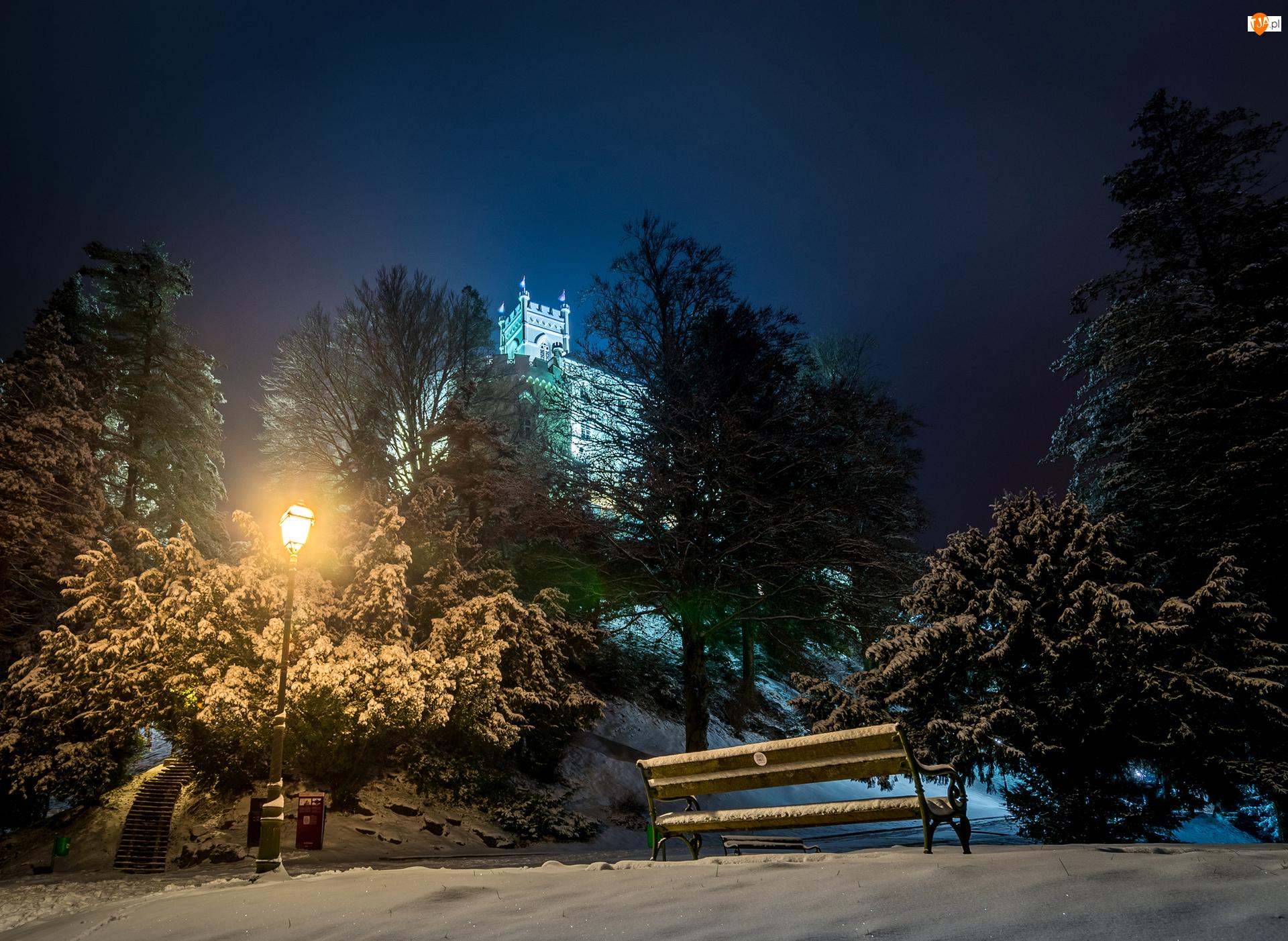 Drzewa, Zamek Trakoscan, Noc, Ławka, Chorwacja, Park, Latarnia, Zima
