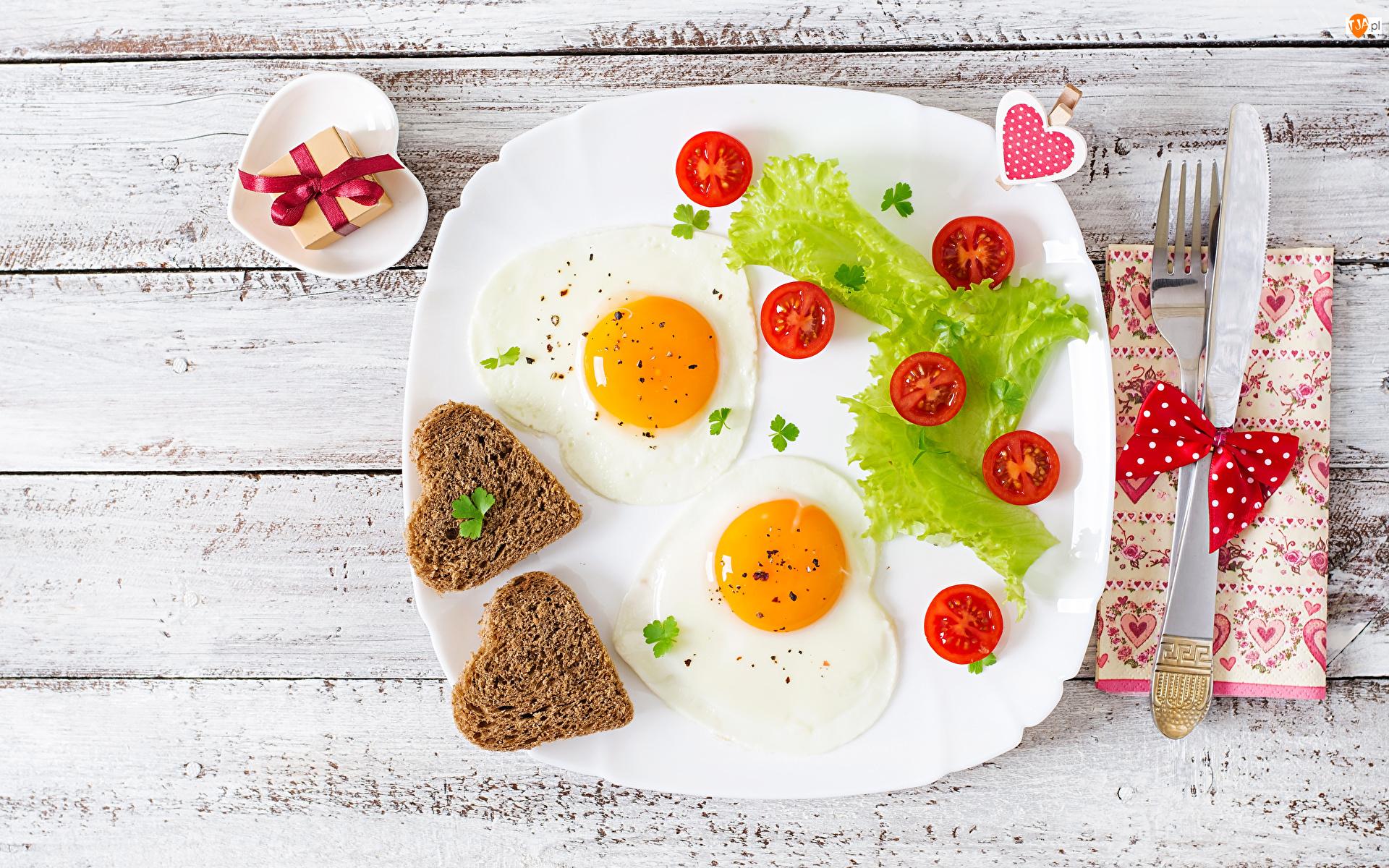 Jajka sadzone, Talerz, Sztućce, Serduszka, Śniadanie, Serwetka, Pomidorki, Walentynki, Pudełeczko, Chleb, Deski