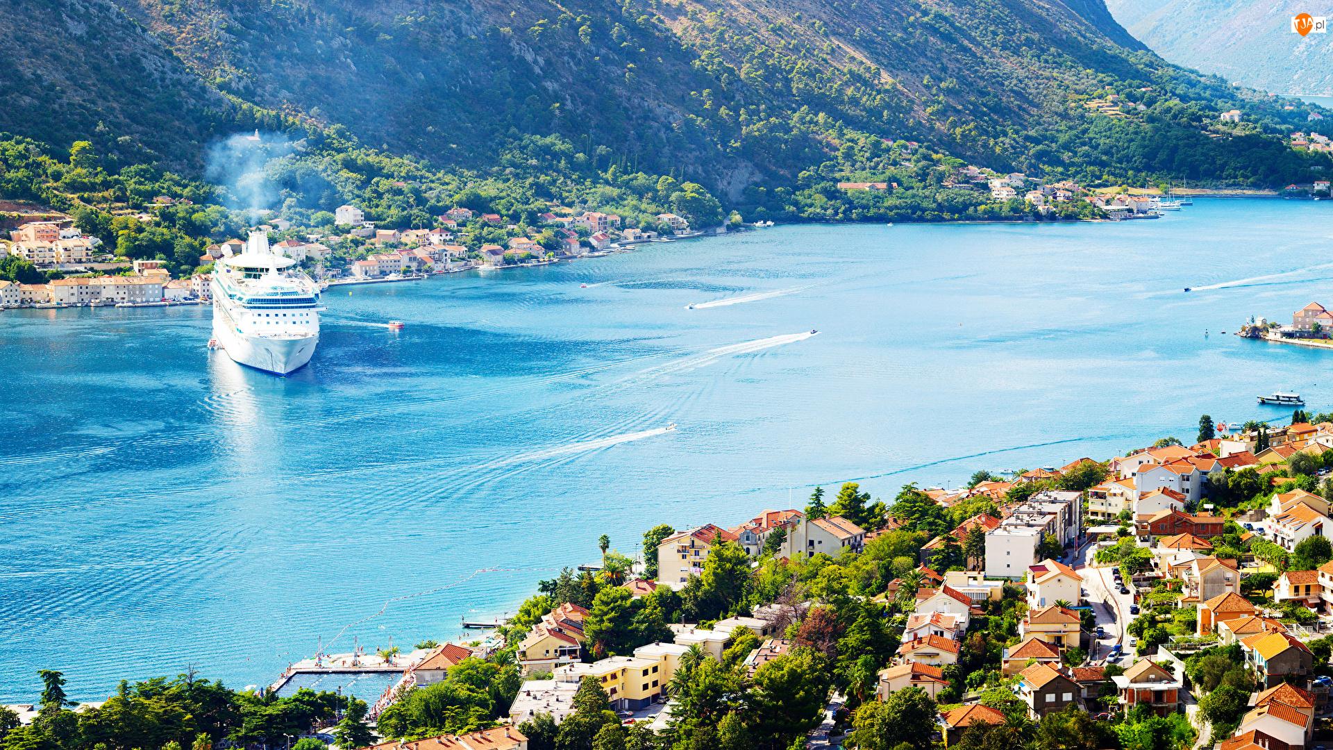 Zatoka Kotorska, Miasto Kotor, Góry, Czarnogóra, Drzewa, Statek, Domy