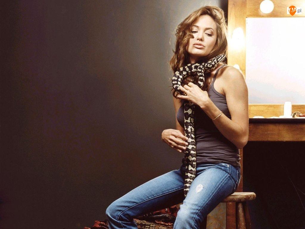 wąż, Angelina Jolie, kręcone włosy