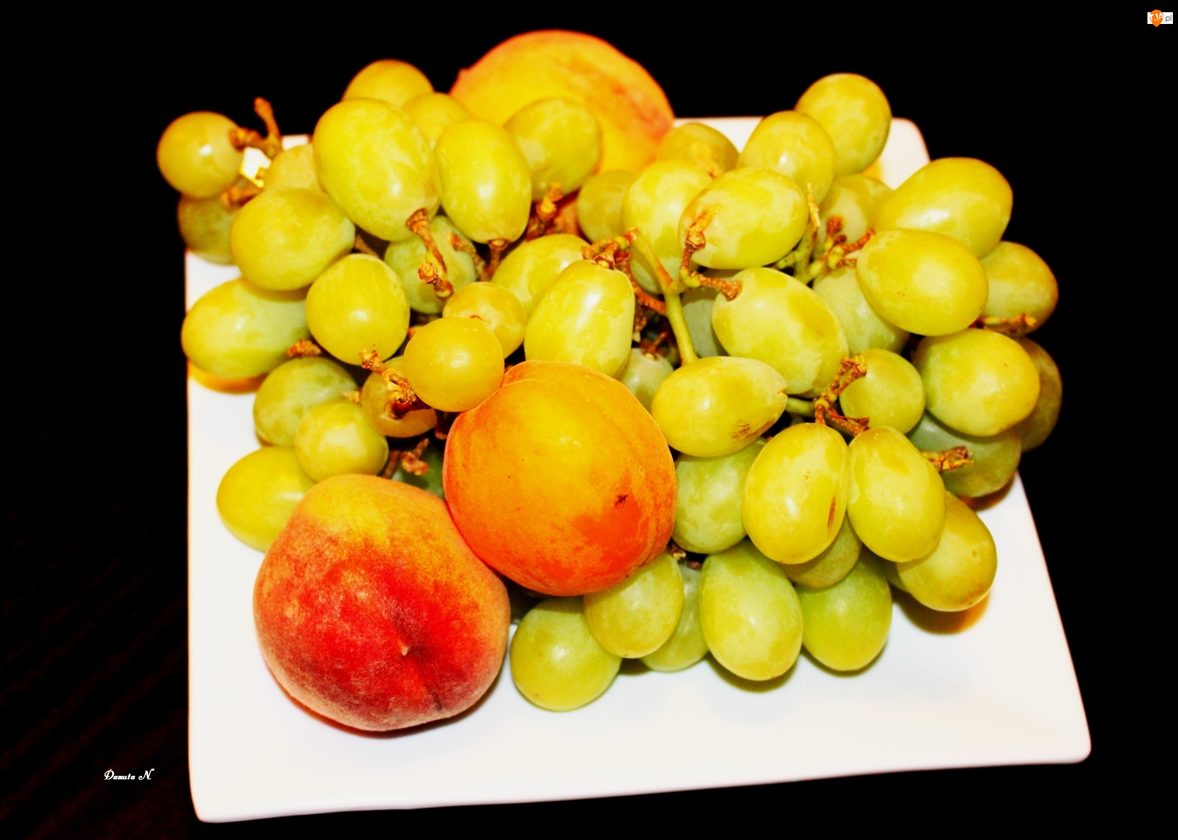 Brzoskwinie, Owoce, Winogrona