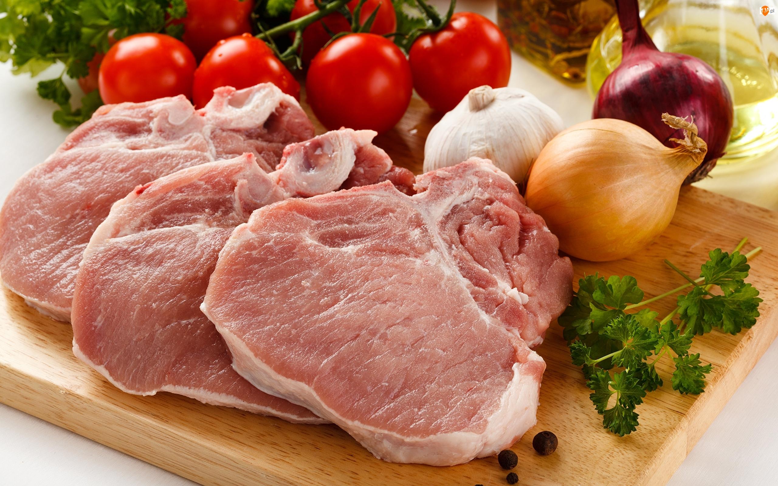 Deska, Schab, Pietruszka, Czosnek, Natka, Plastry, Cebula, Mięso, Pomidory
