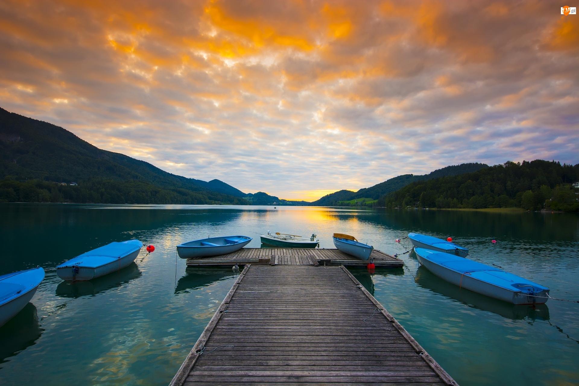 Pomost, Wschód słońca, Łódki, Jezioro, Drzewa