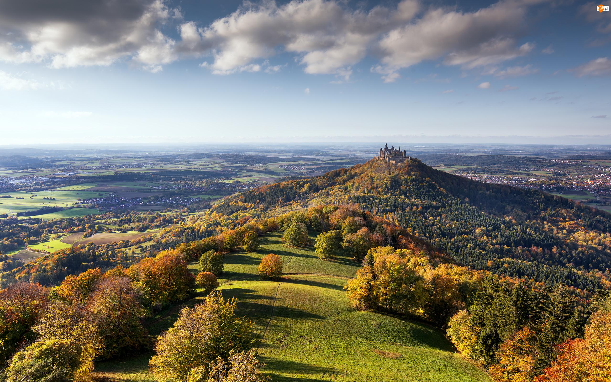 Jesień, Góra Hohenzollern, Niemcy, Chmury, Zamek Hohenzollern, Las, Wzgórza, Badenia-Wirtembergia