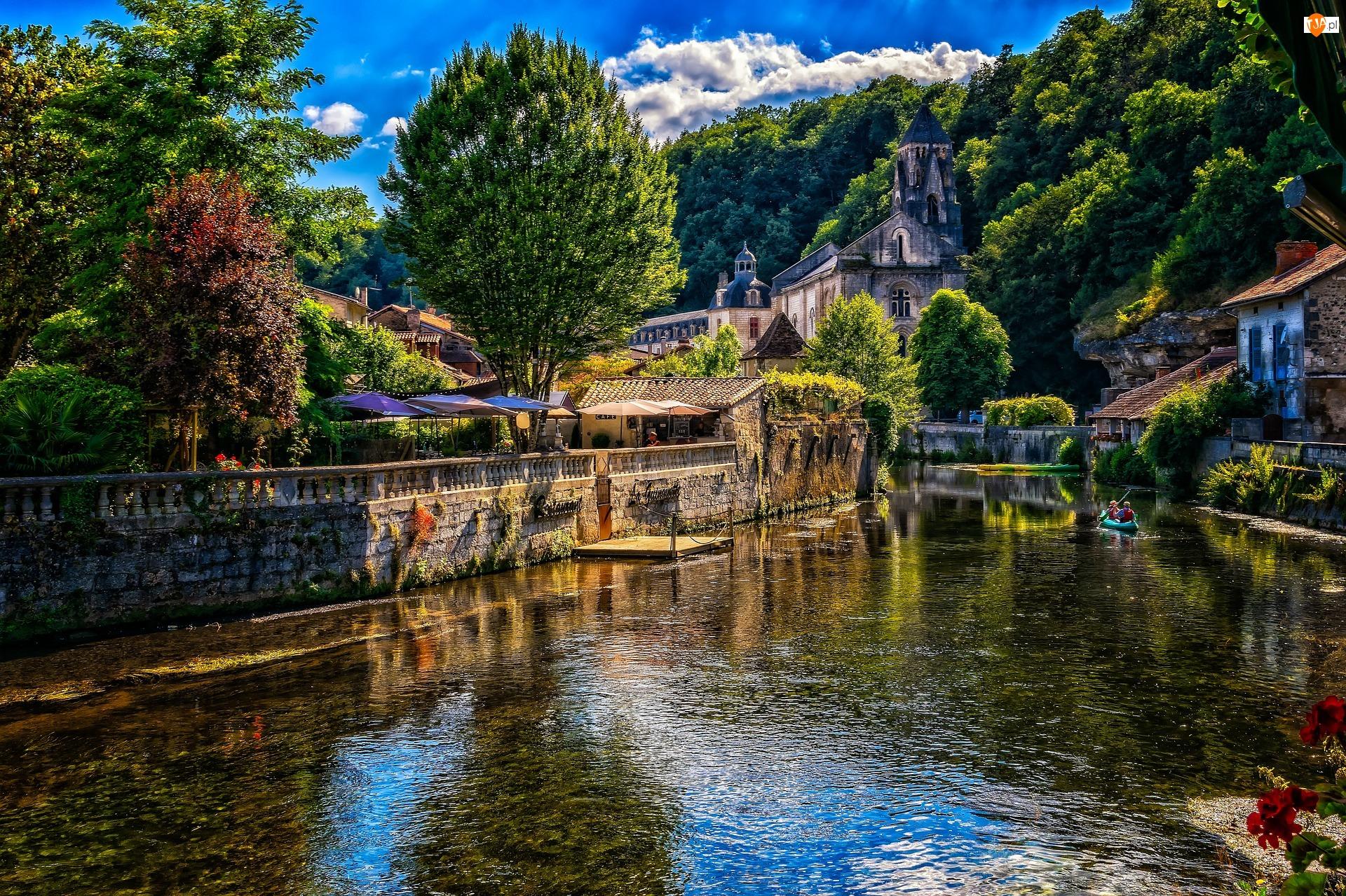 Francja, Miasto Brantome, Domy, Kajak, Rzeka, Roślinność