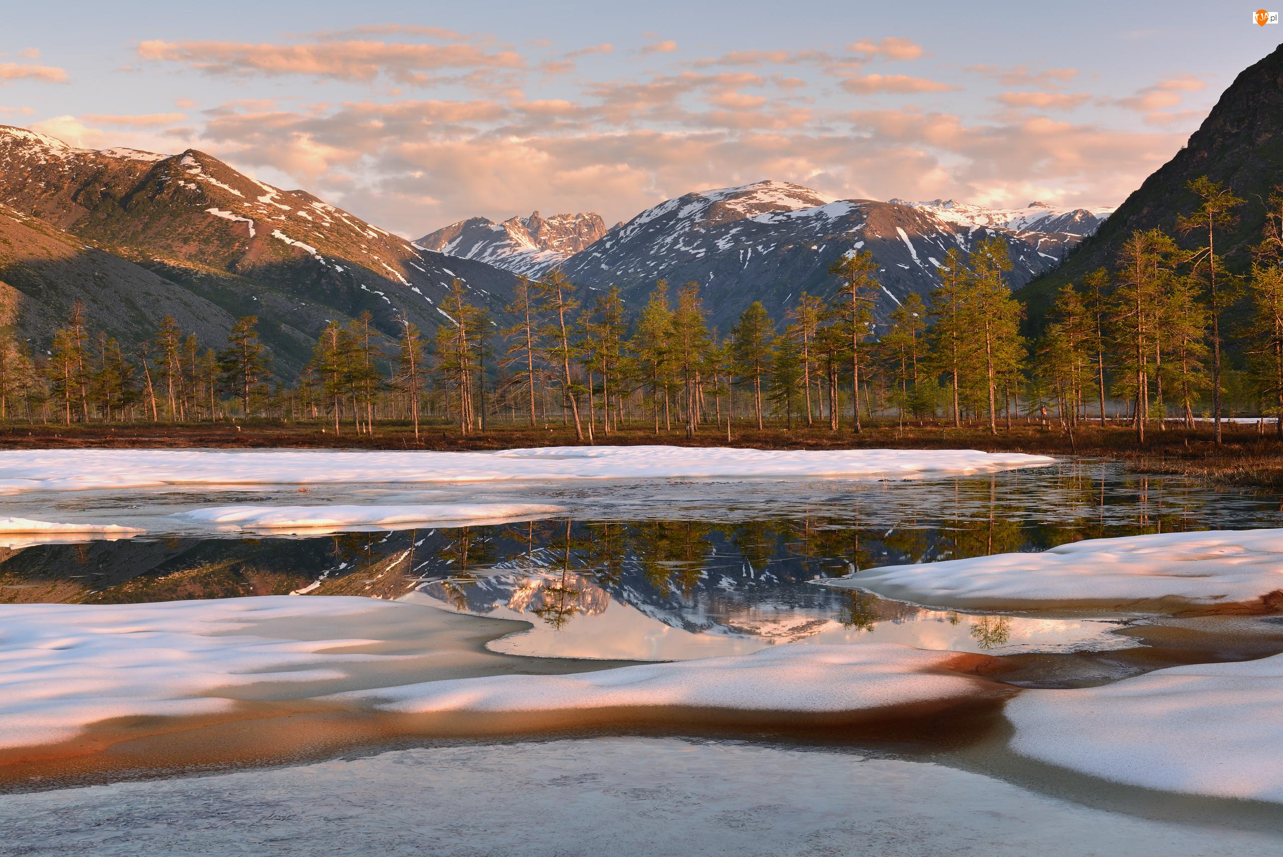 Jezioro, Góry Kołymskie, Rosja, Śnieg, Obwód magadański, Kołyma, Drzewa