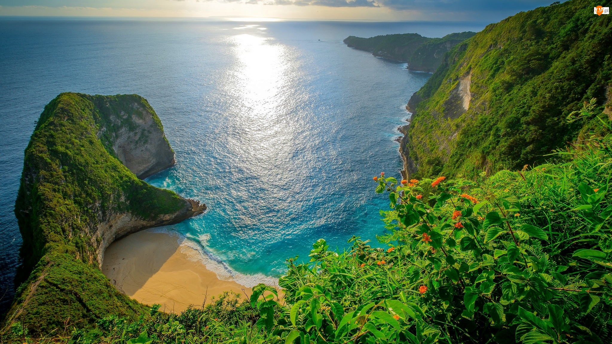 Wyspa Nusa Penida, Morze, Plaża, Prowincja Bali, Wybrzeże, Roślinność, Indonezja, Skały