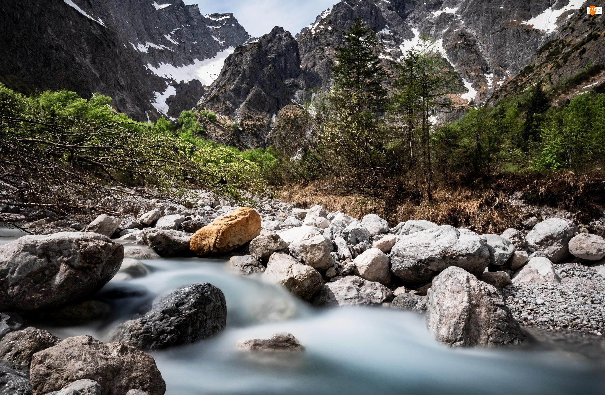 Rzeka Eisbach, Góry, Drzewa, Gmina Berchtesgaden, Alpy Salzburskie, Kamienie, Niemcy, Śnieg