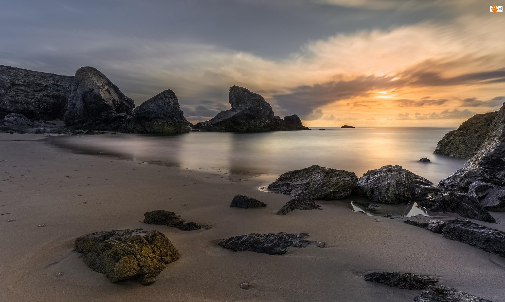Anglia, Brzeg, Kornwalia, Zachód słońca, Miejscowość Porthcothan, Skały, Kamienie, Morze, Plaża