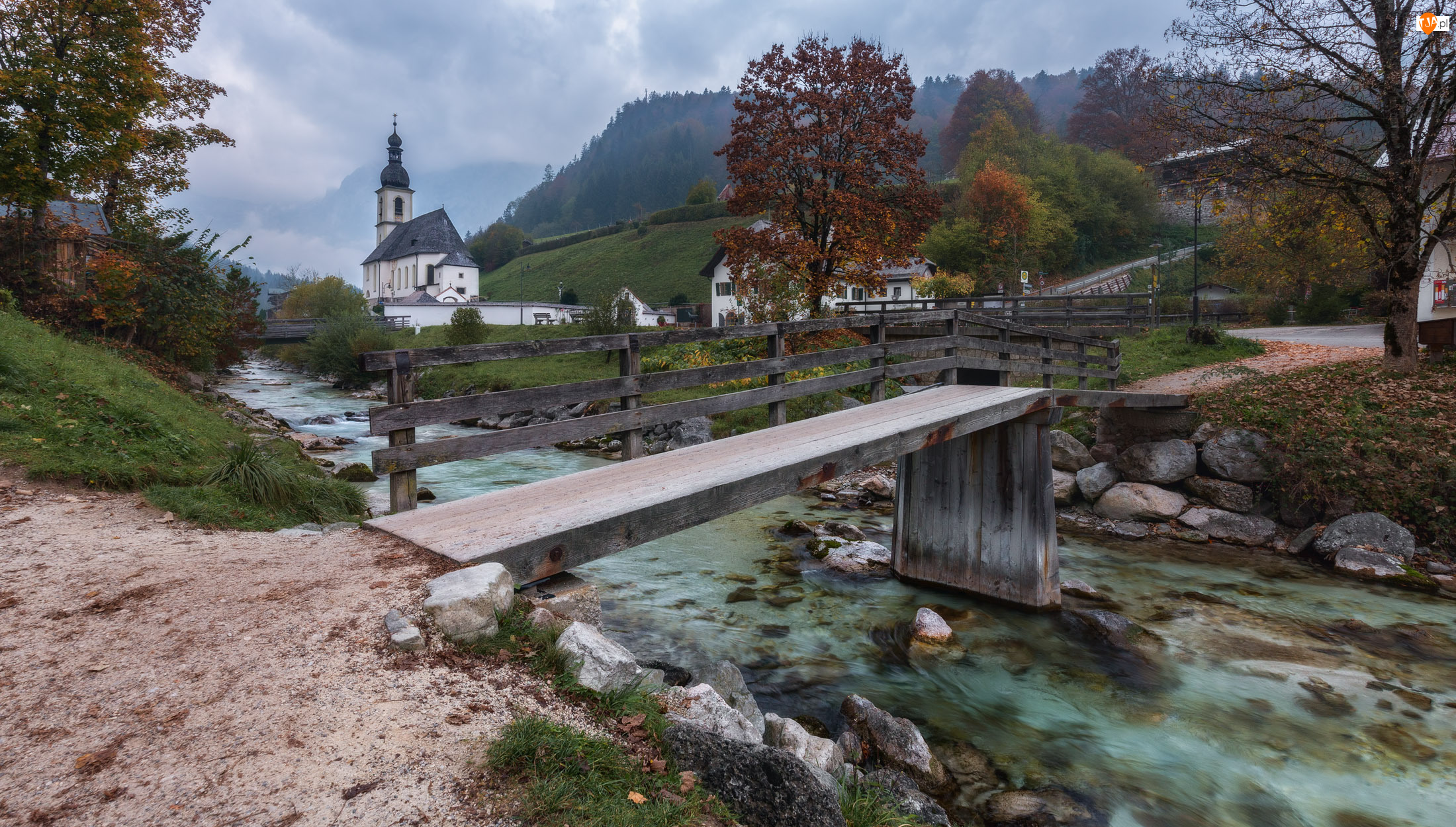 Most, Park Narodowy Berchtesgaden, Kościół św. Sebastiana, Bawaria, Ramsau bei Berchtesgaden, Rzeka Ramsauer Ache, Niemcy, Góry Alpy