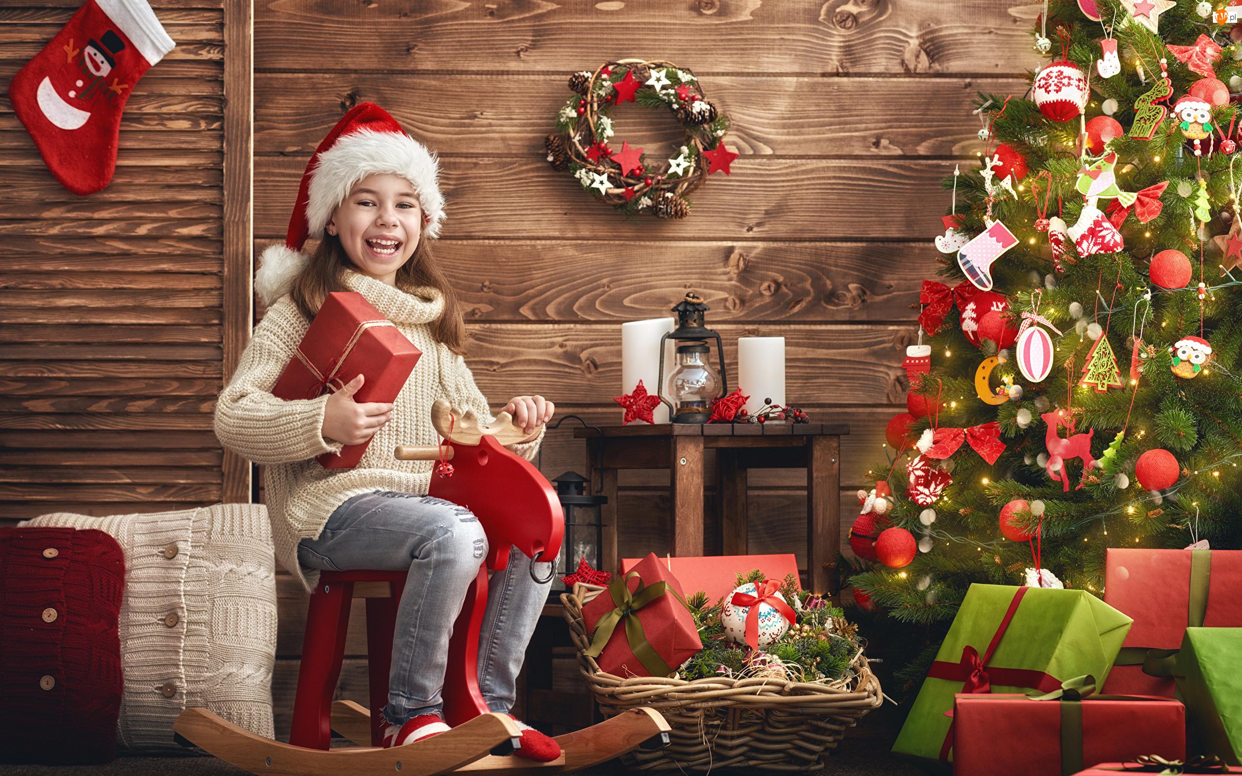 Choinka, Prezenty, Renifer bujany, Dziewczynka, Boże Narodzenie
