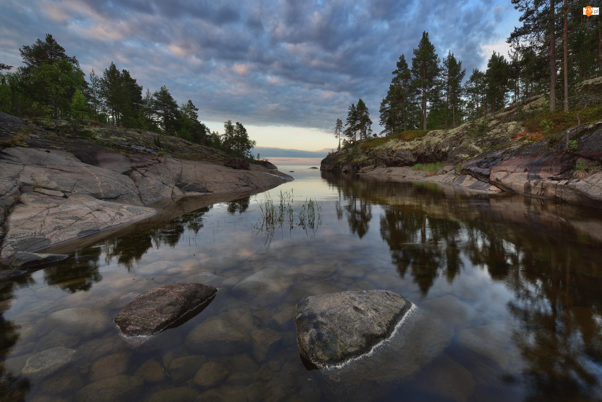 Skały, Drzewa, Rosja, Jezioro Ładoga, Karelia, Chmury, Kamienie