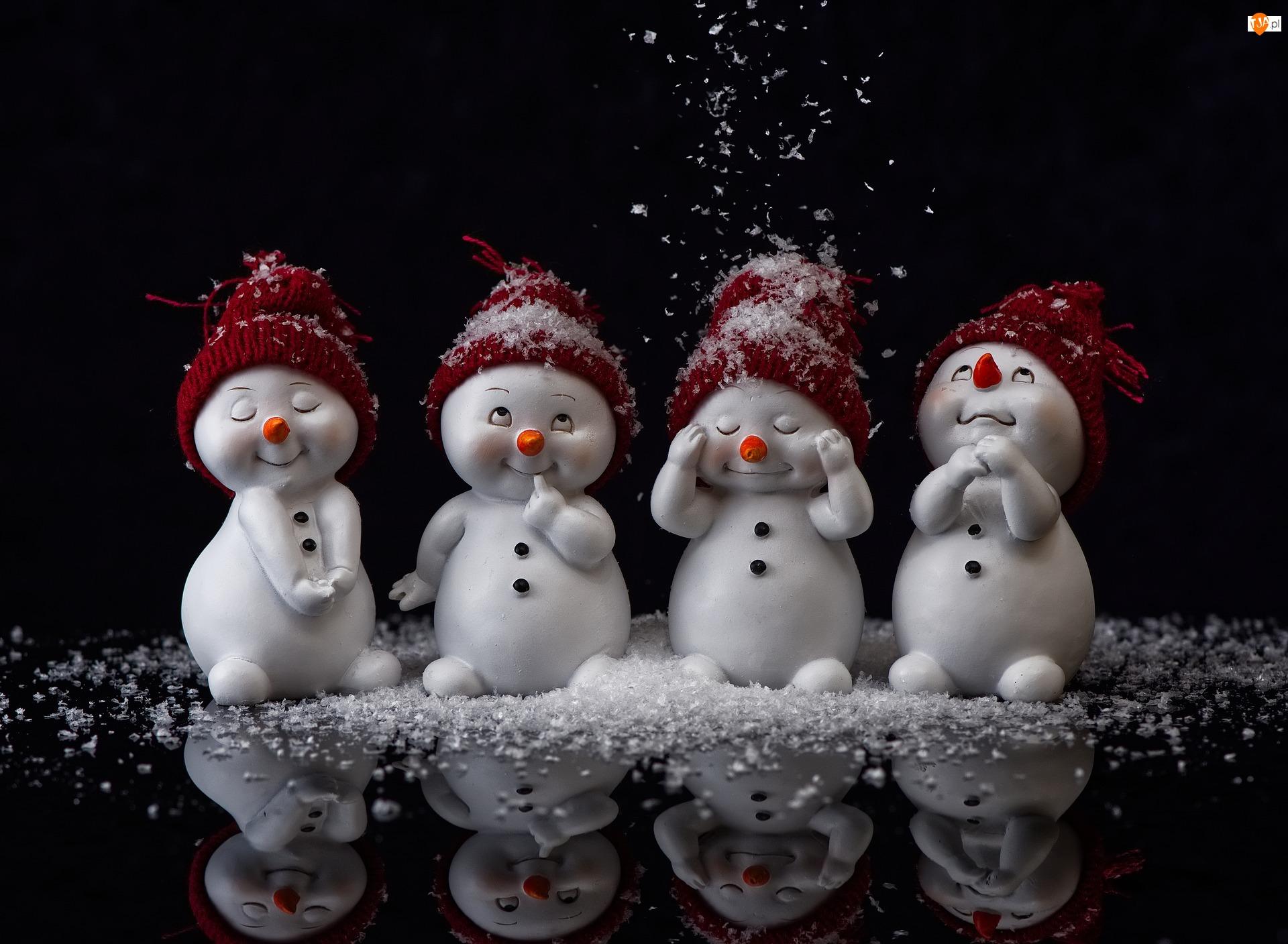 Czerwone, Śnieg, Figurki, Bałwanki, Czapeczki