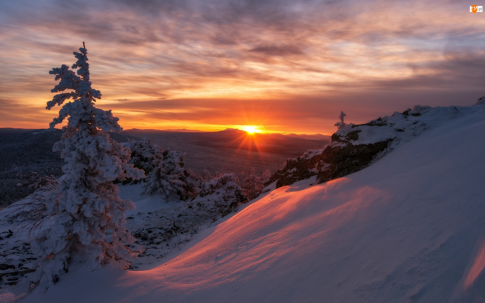 Drzewa, Chmury, Góry, Zima, Zachód słońca