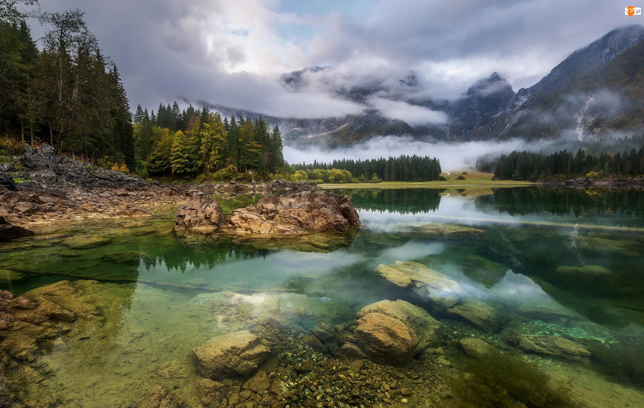 Góry, Jezioro Fusine Lake, Skały, Włochy, Alpy Julijskie, Drzewa