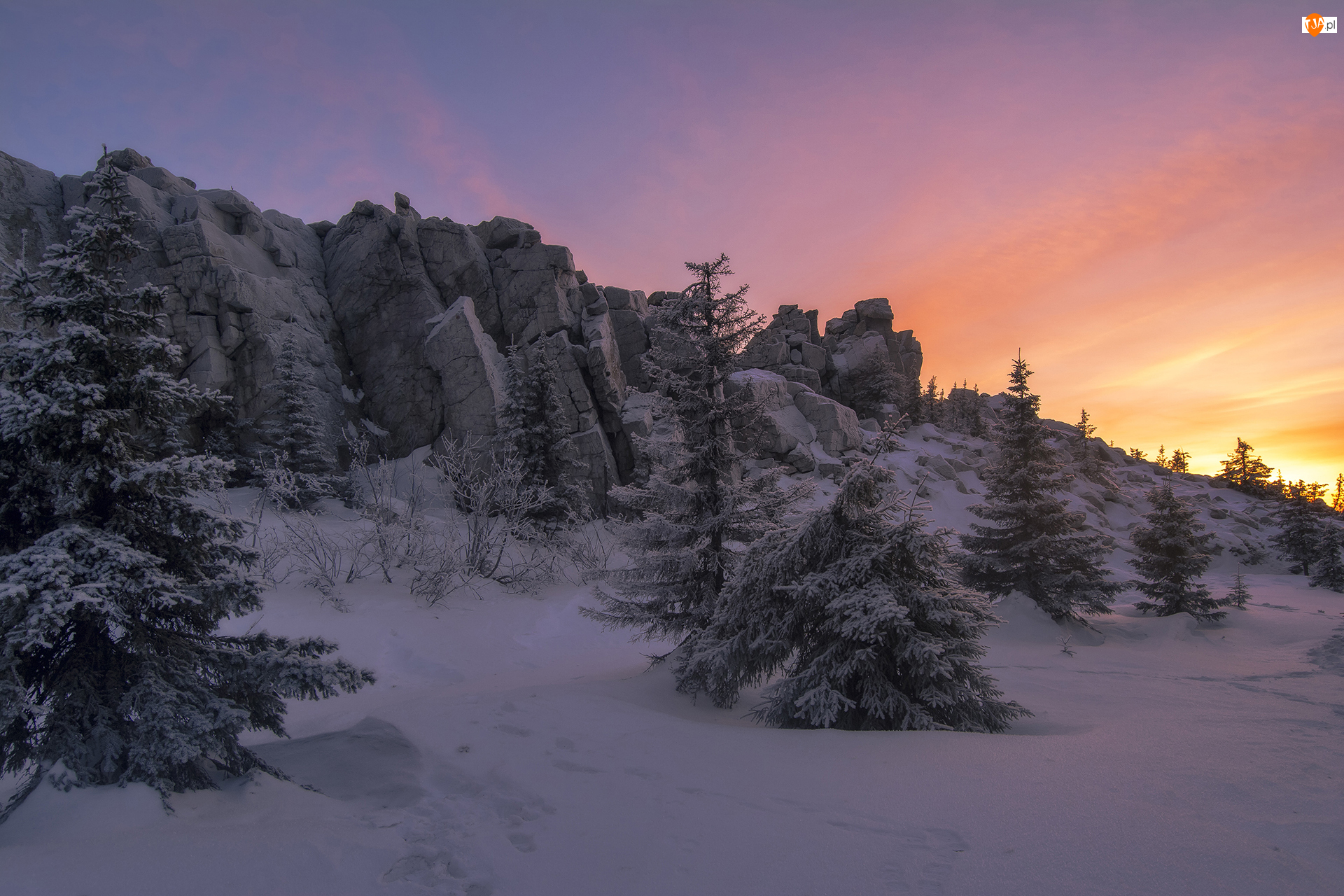 Skały, Drzewa, Rosja, Zima, Obwód czelabiński, Park Narodowy Ziuratkul, Zachód słońca