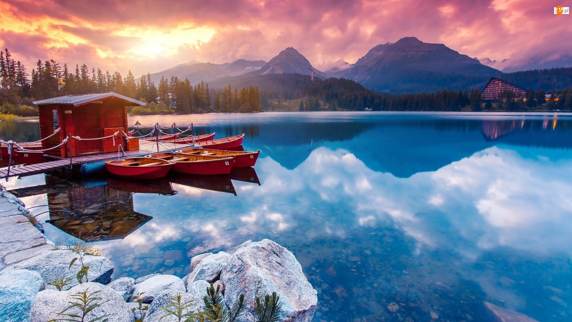 Lódki, Jezioro Szczyrbskie, Drzewa, Tatrzański Park Narodowy, Góry, Przystań, Słowacja, Tatry Wysokie