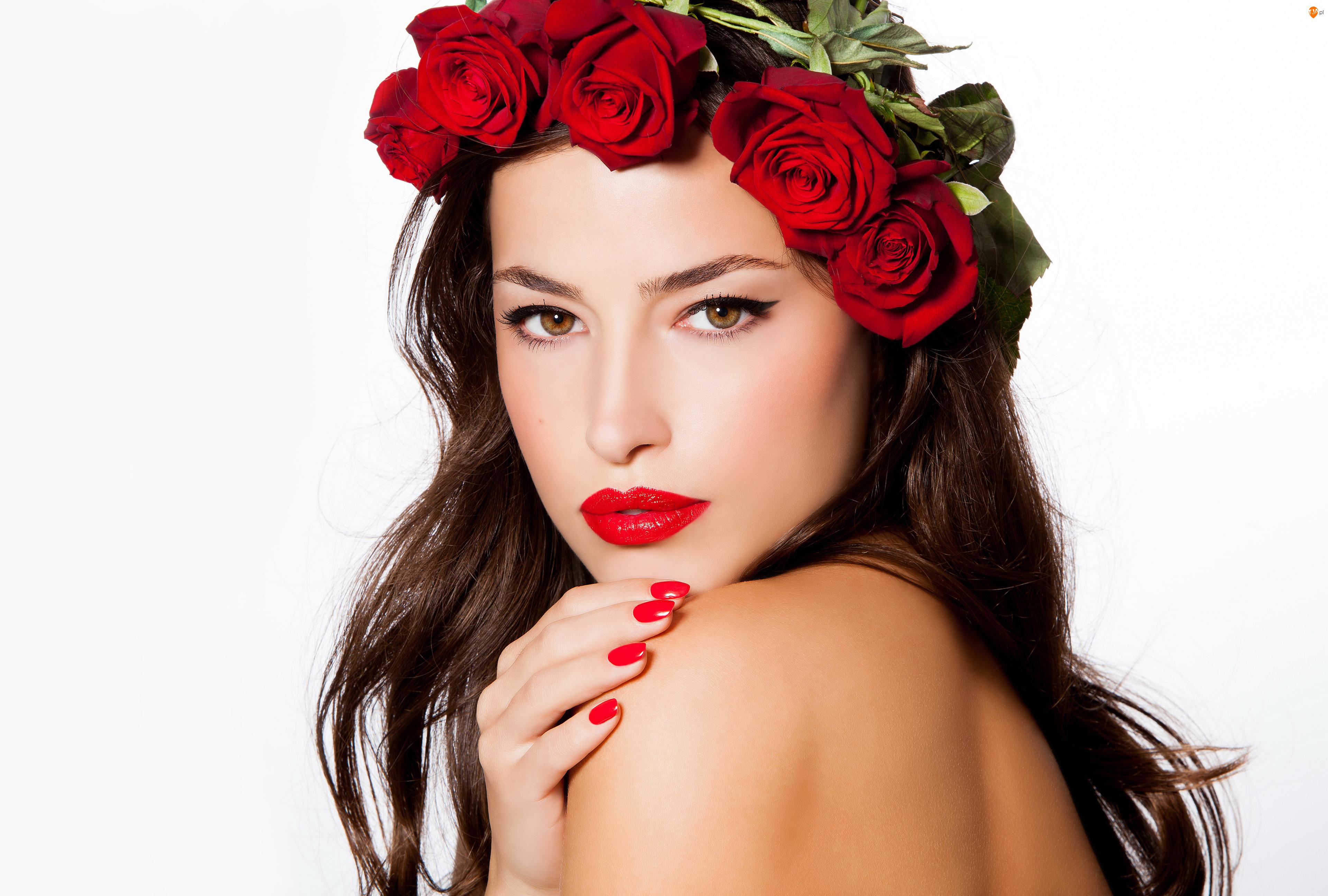 Szatynka, Kobieta, Wianek, Róże, Makijaż, Czerwone