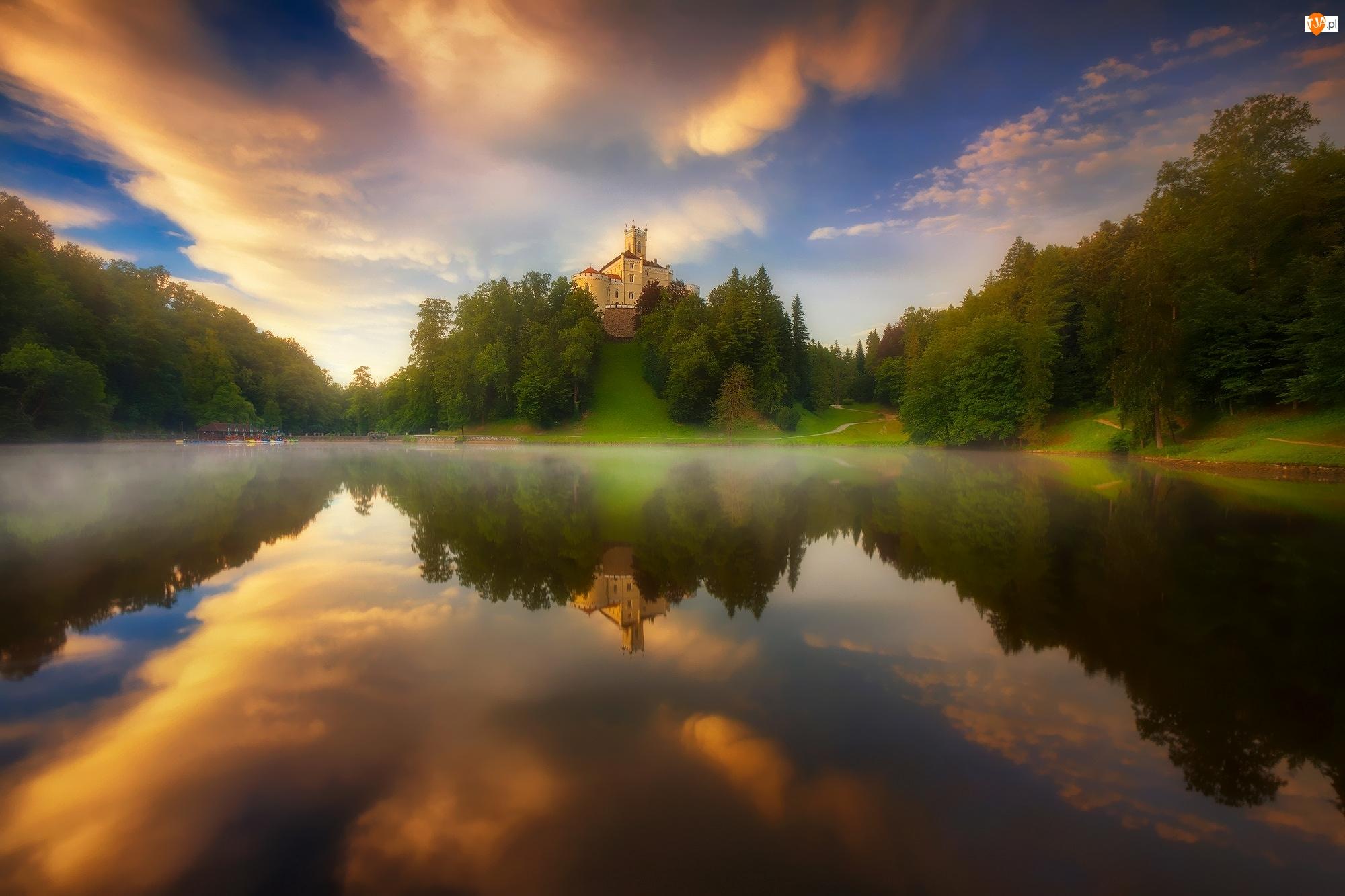 Jezioro, Drzewa, Chorwacja, Wzgórze, Odbicie, Chmury, Zamek Trakoscan