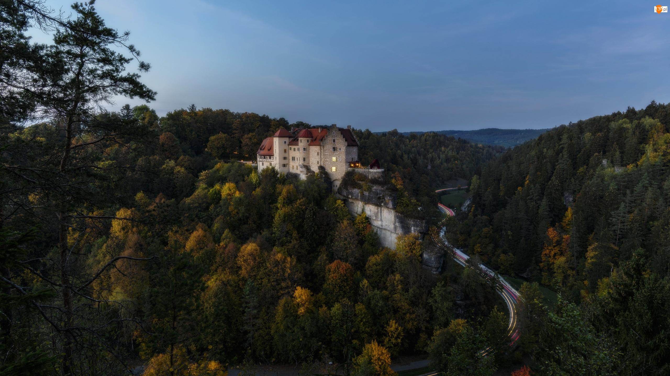 Drzewa, Droga, Chemnitz, Zmierzch, Wzgórza, Saksonia, Lasy, Zamek Rabenstein, Jesień, Góry Rudawy, Niemcy