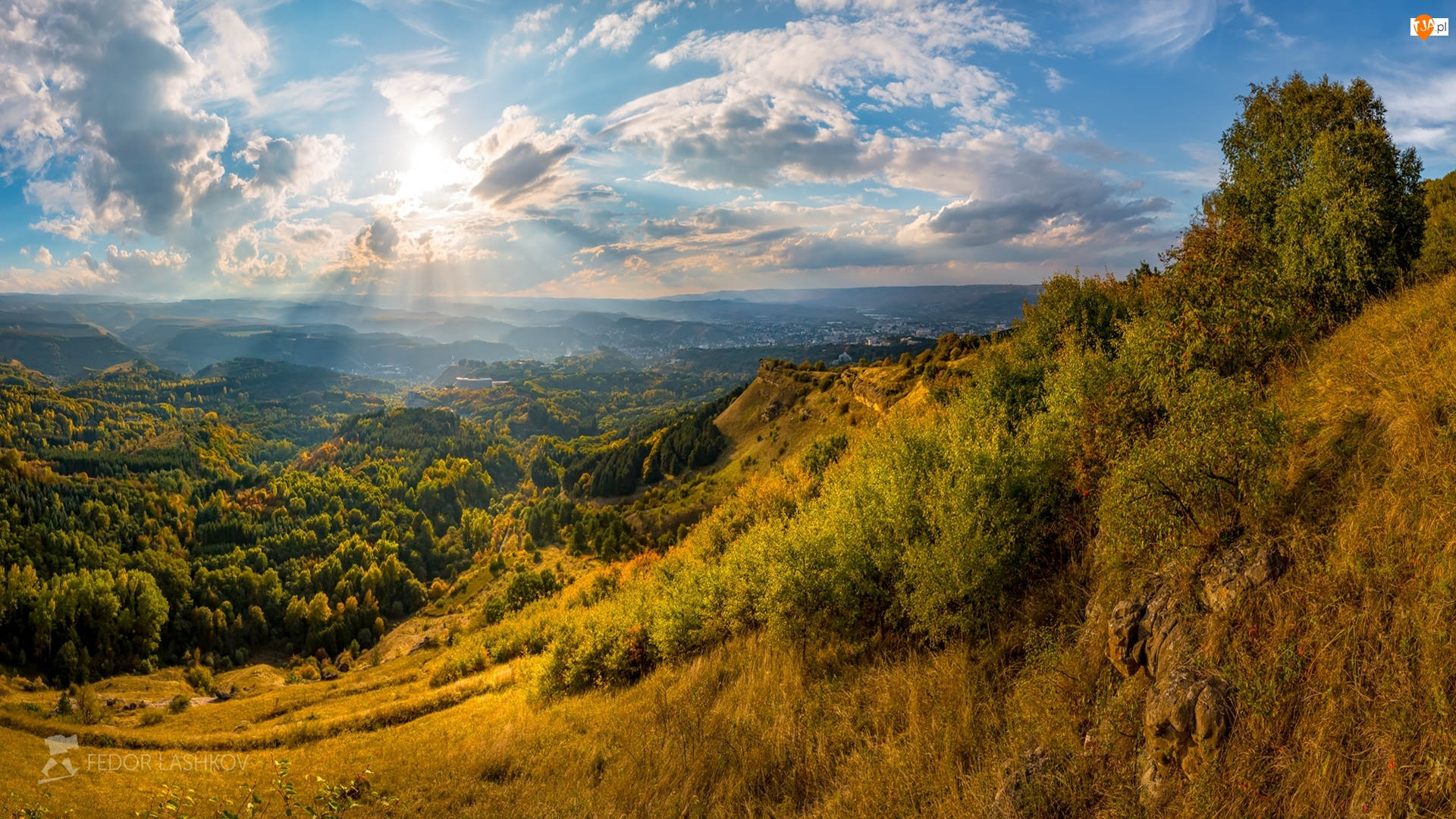 Las, Roślinność, Rosja, Wzgórza, Kisłowodzki Park Narodowy, Promienie słońca, Chmury