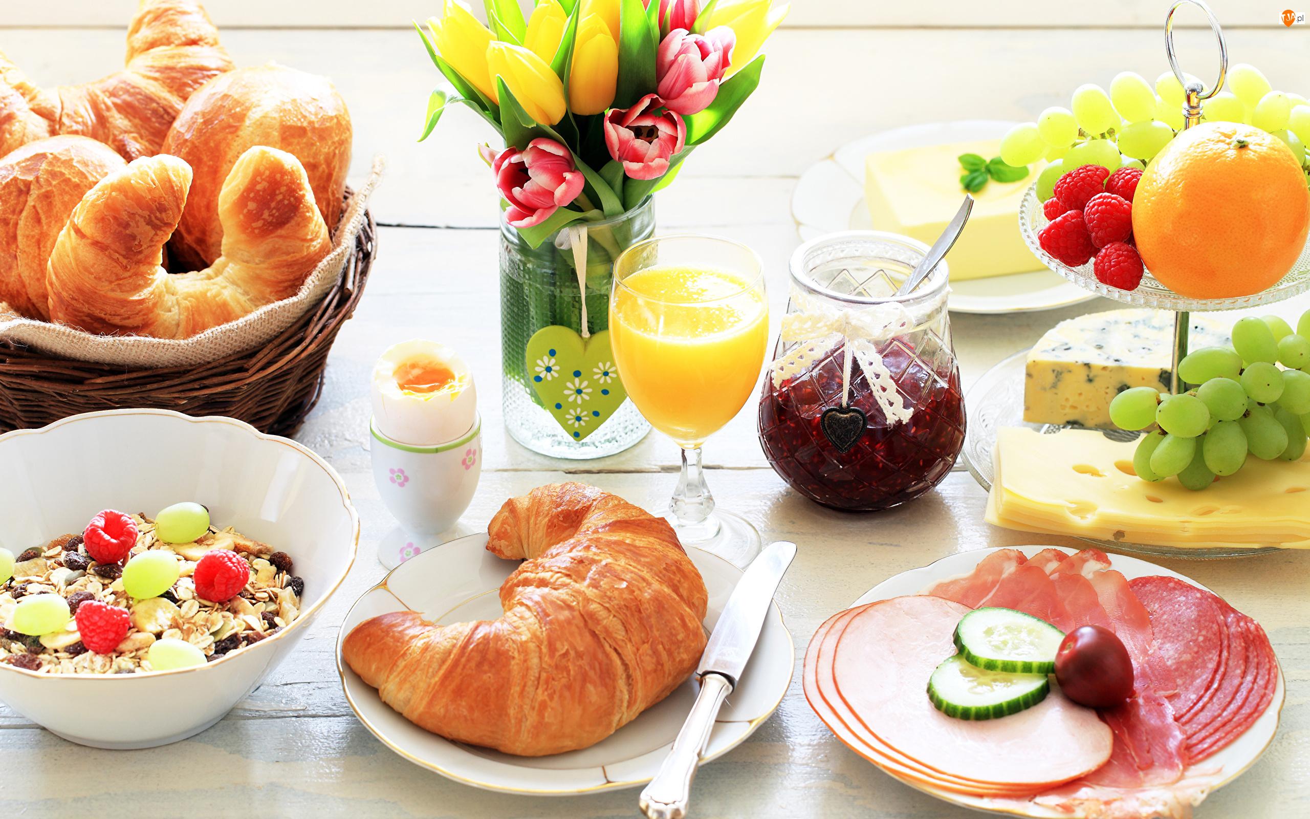 Rogale, Śniadanie, Musli, Tulipany, Wędliny, Kwiaty