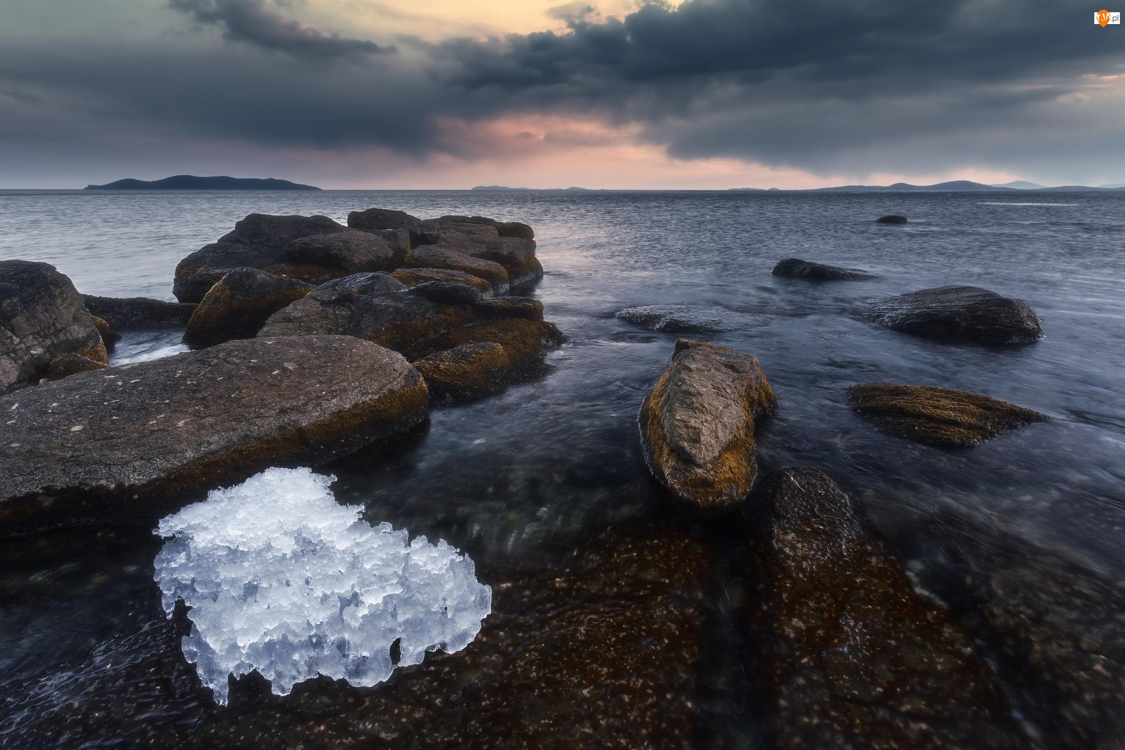 Kamienie, Skały, Rosja, Morze Japońskie, Chmury, Ciemne, Śnieg
