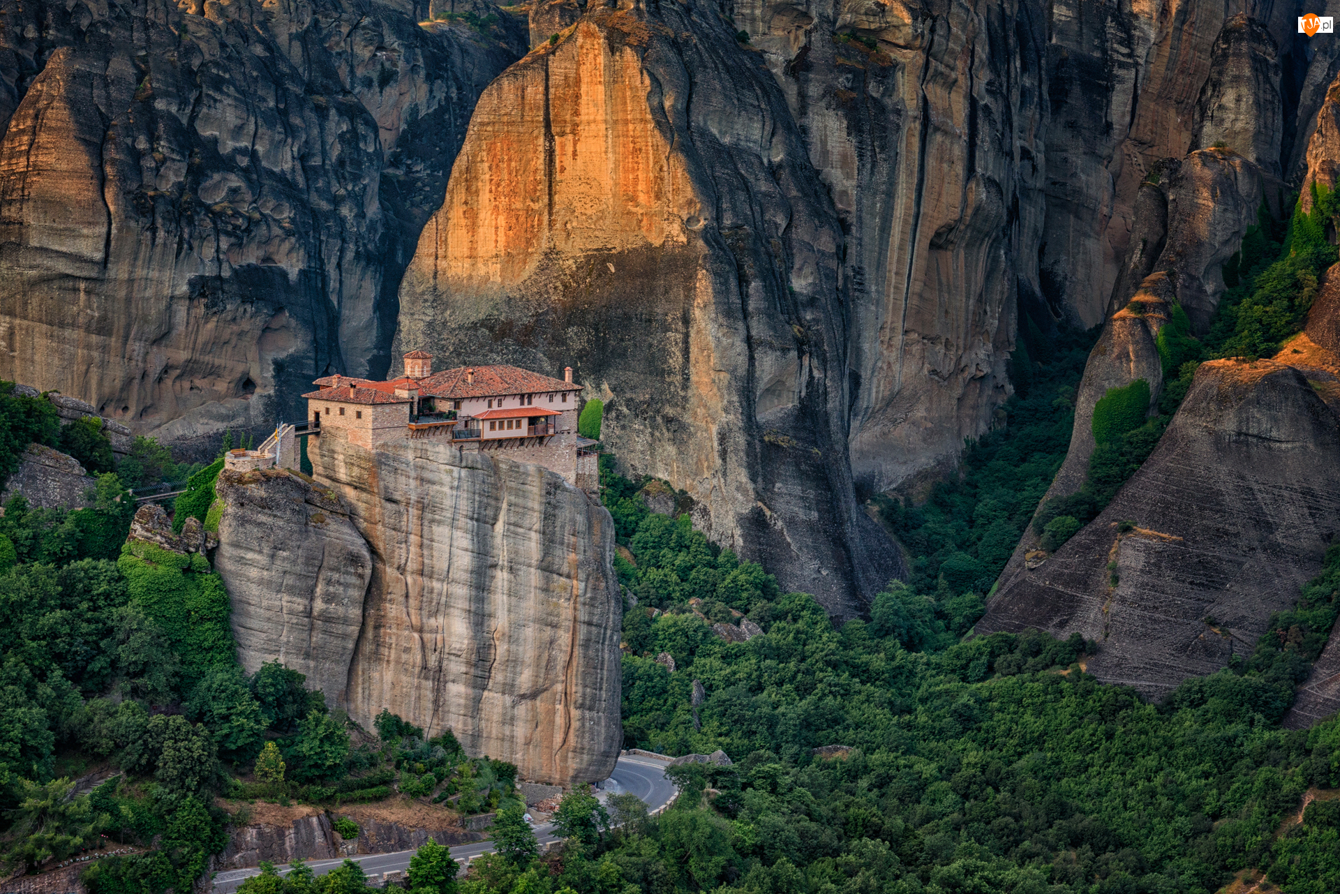 Grecja, Piaskowiec, Tesalia, Meteory, Kalambaka, Wąwóz, Klasztor Świętej Trójcy, Skały, Góry