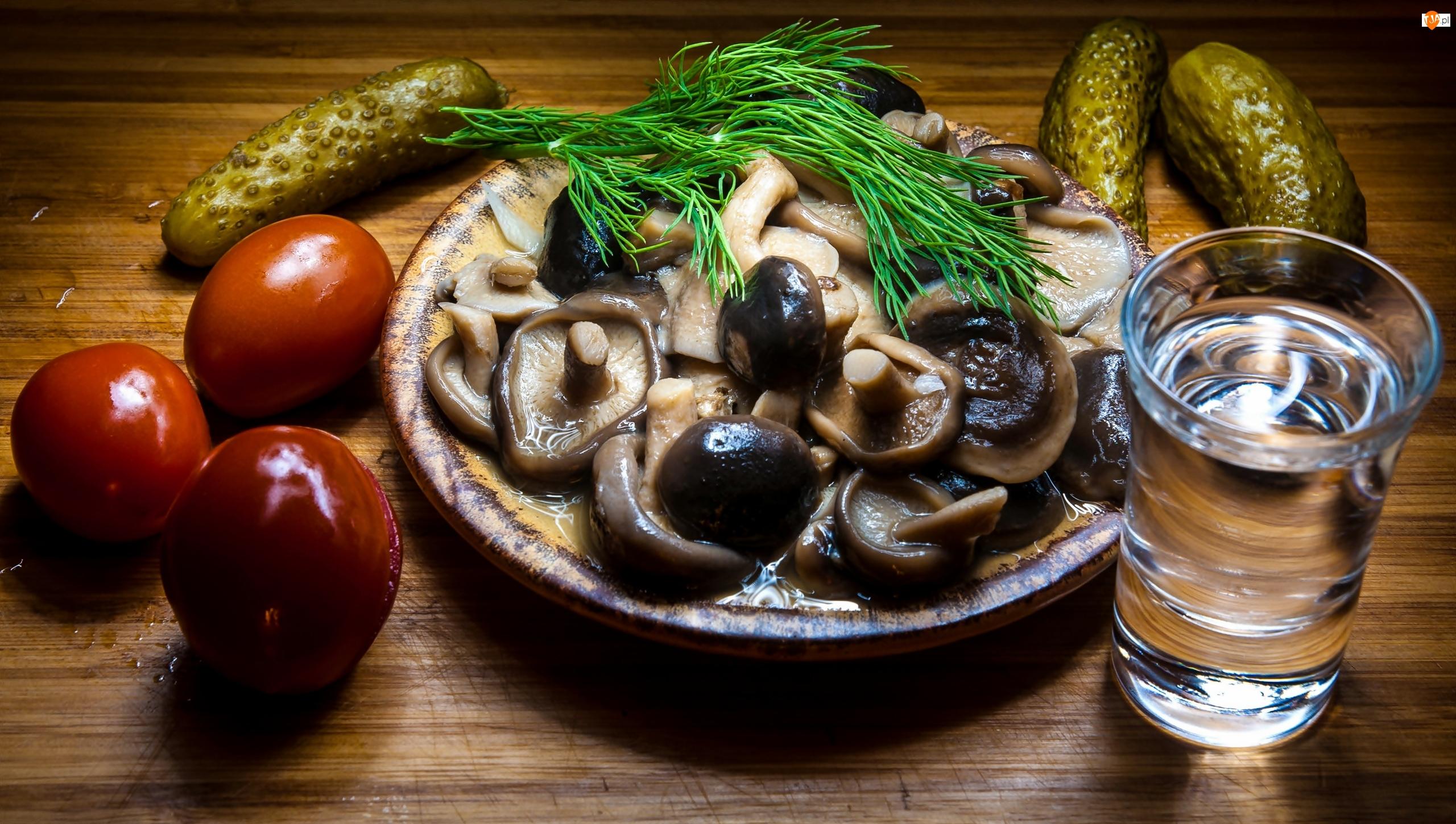 Grzyby, Talerz, Szklanka, Marynowane, Ogórki, Pomidory, Koperek