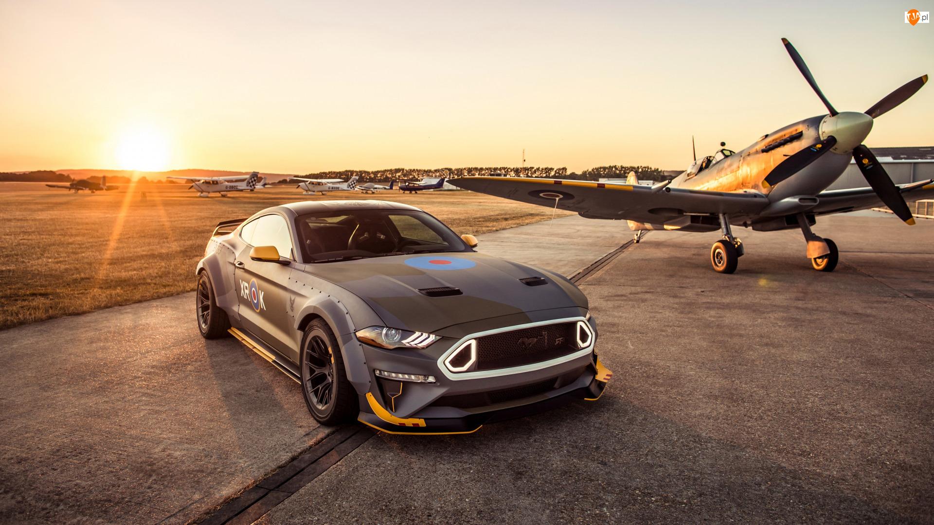 Samolot, Ford Mustang RTR GT