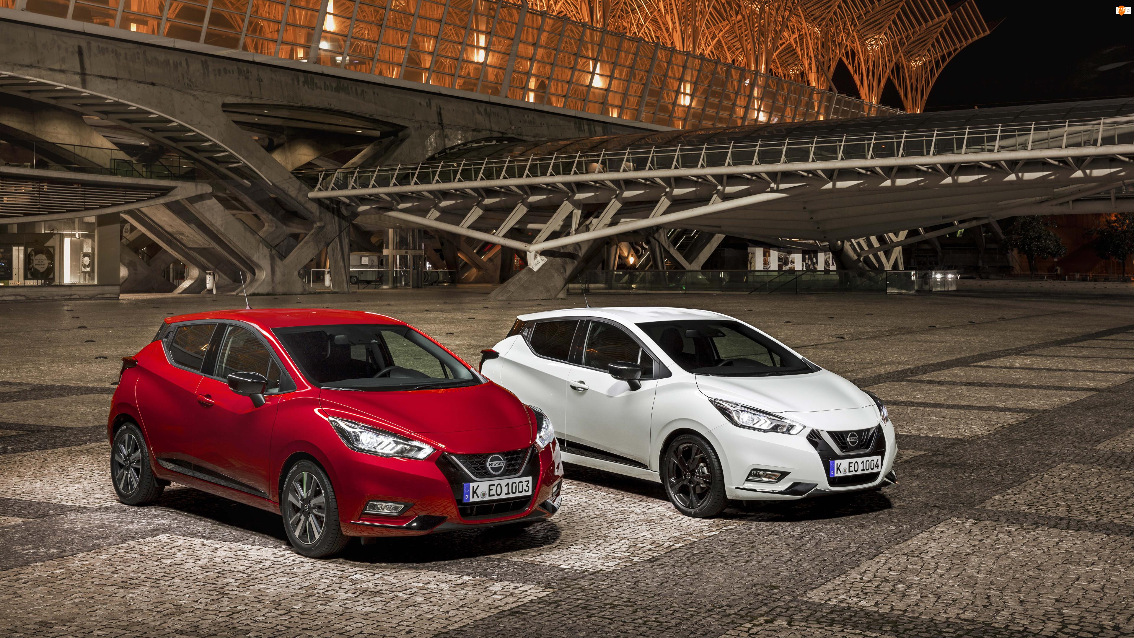 Dwa samochody marki Nissan Micra z roku 2019