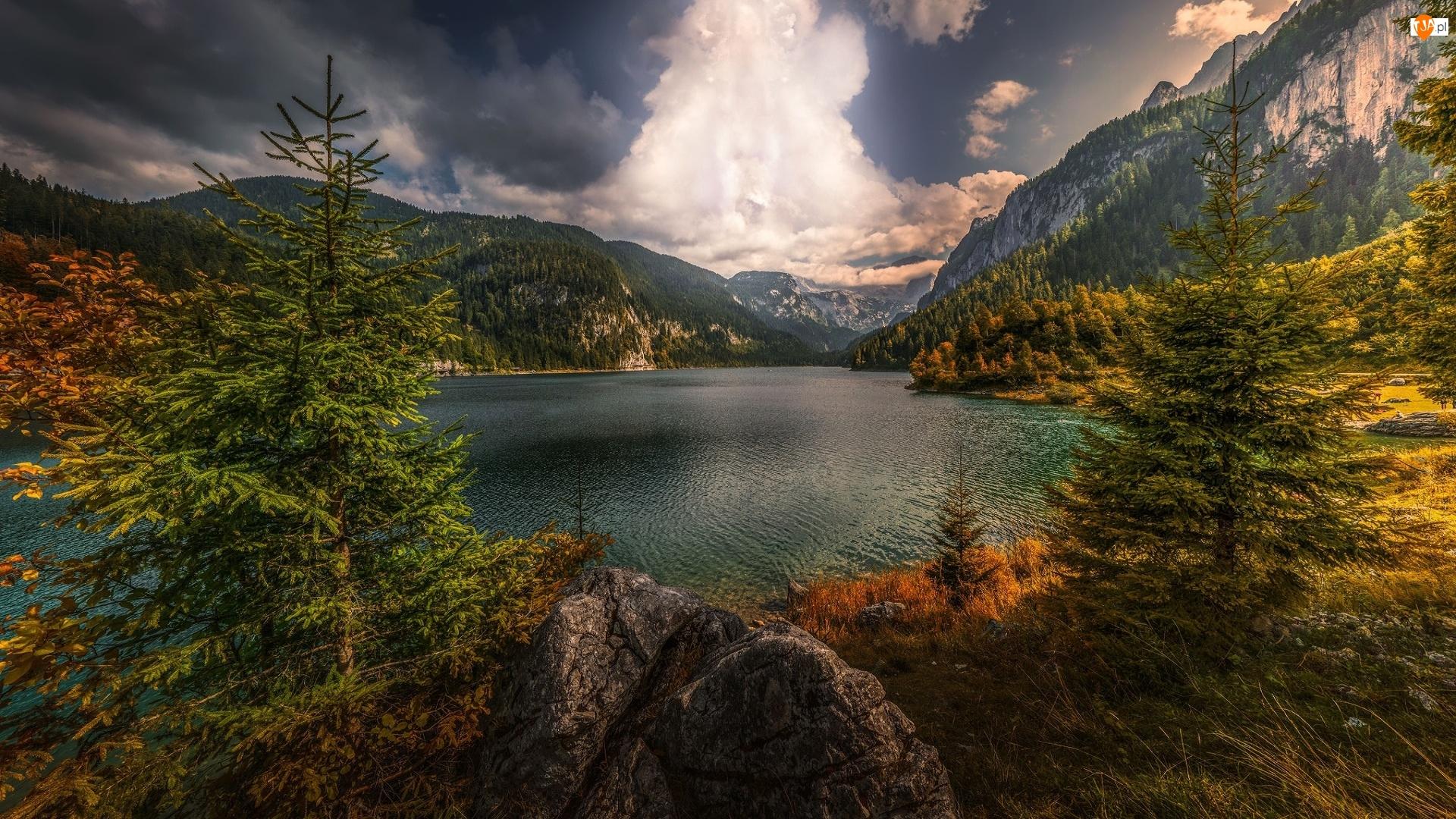 Austria, Skały, Gmina Gosau, Jezioro Gosauseen, Alpy Salzburskie, Drzewa, Świerki, Góry, Chmury