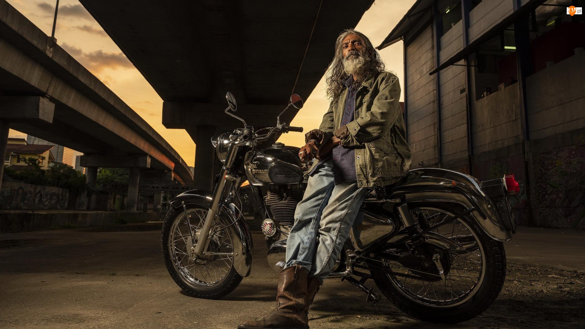 Royal Enfield, Mężczyzna, Motocykl