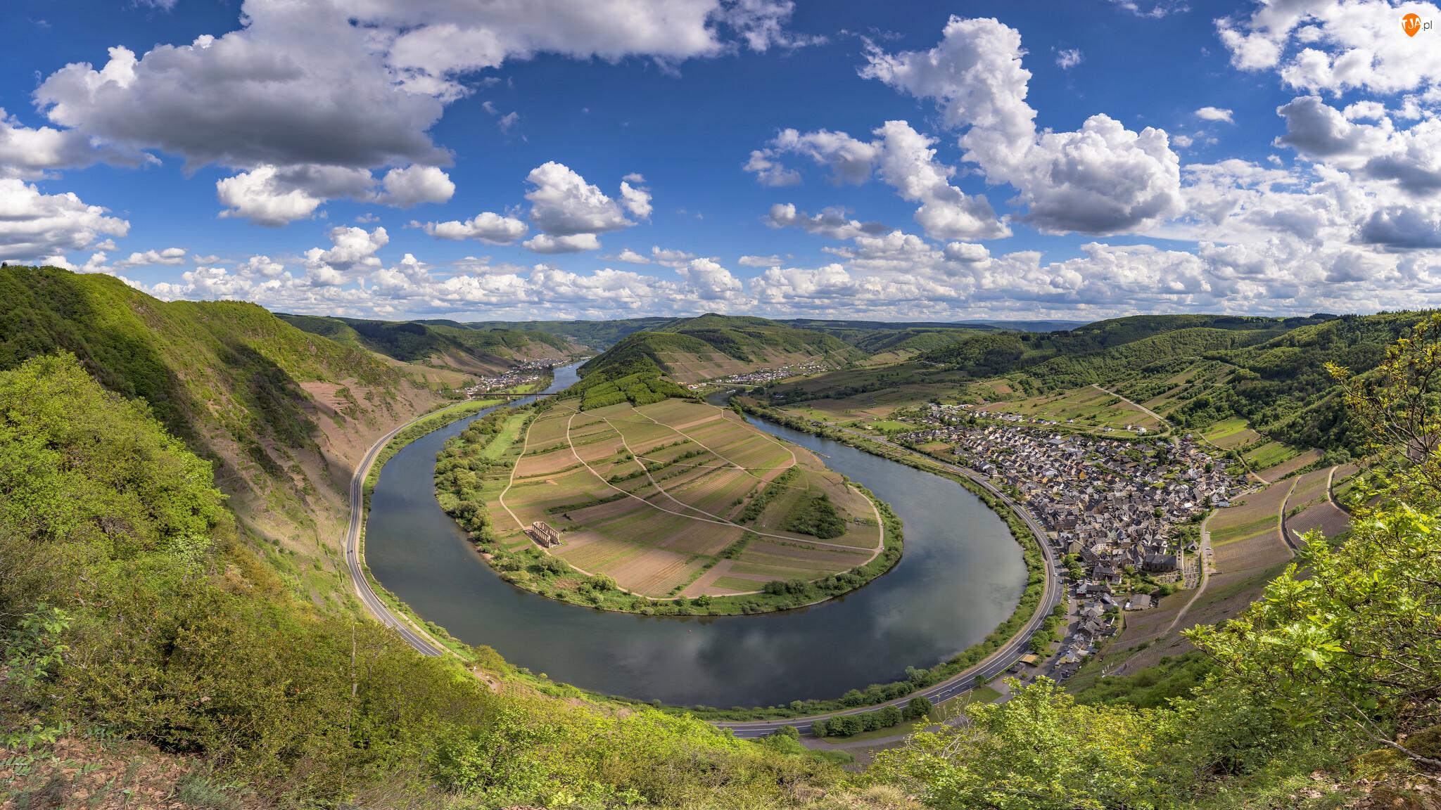 Zakole, Góry, Domy, Miejscowość, Nadrenia-Palatynat, Drzewa, Dolina Mozeli, Niemcy, Bremm, Rzeka Mozela, Chmury