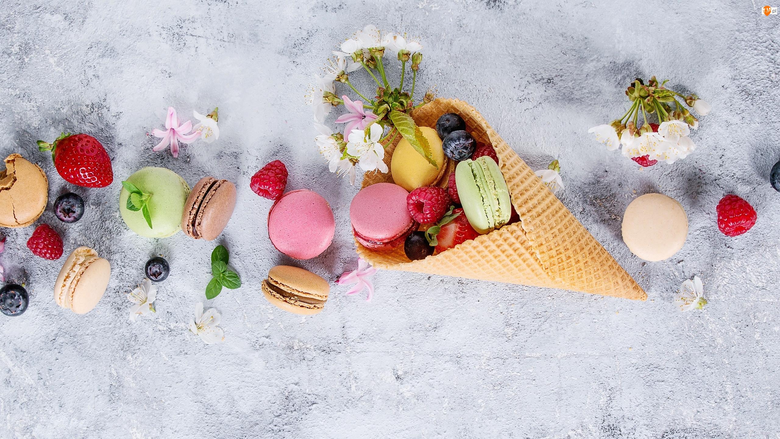 Kwiatki, Wafel, Makaroniki, Truskawki, Ciasteczka, Owoce, Maliny, Rożek, Jagody