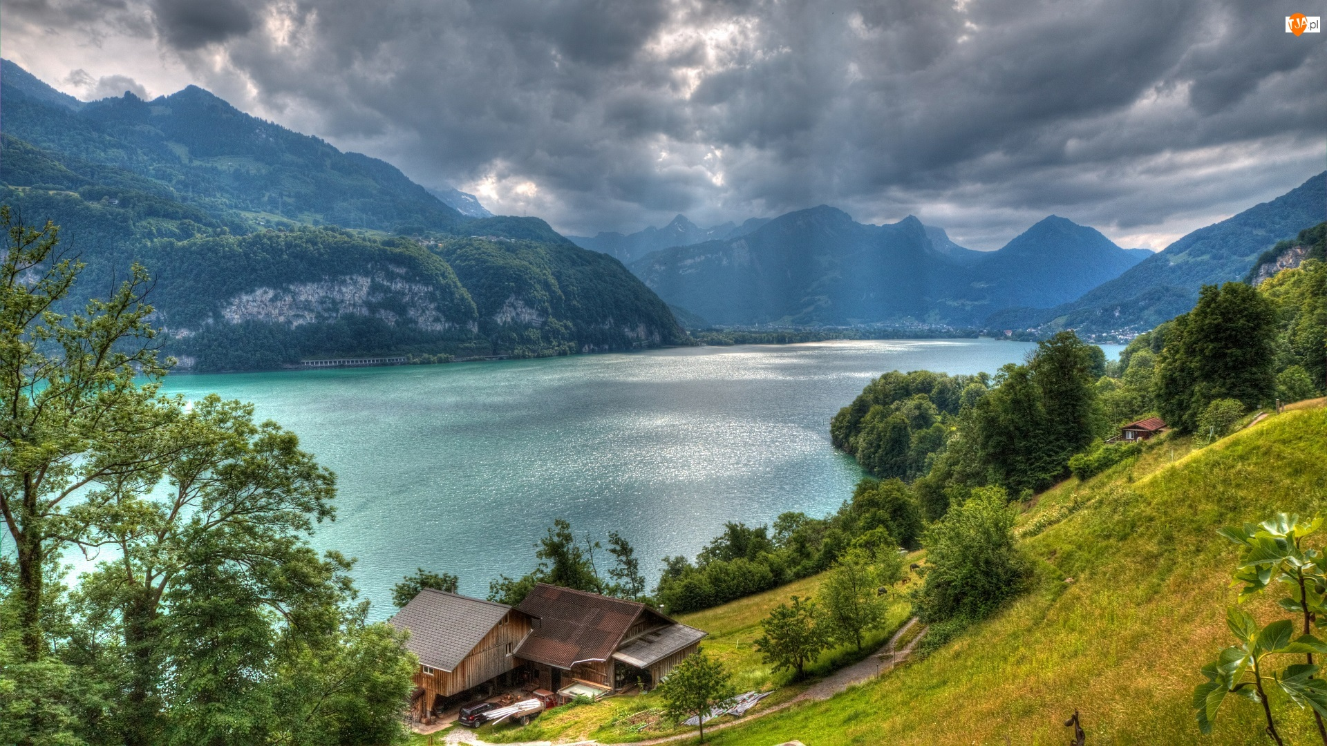Góry Alpy, Pasmo górskie Churfirsten, Chmury, Szwajcaria, Drzewa, Domy, Jezioro Walensee