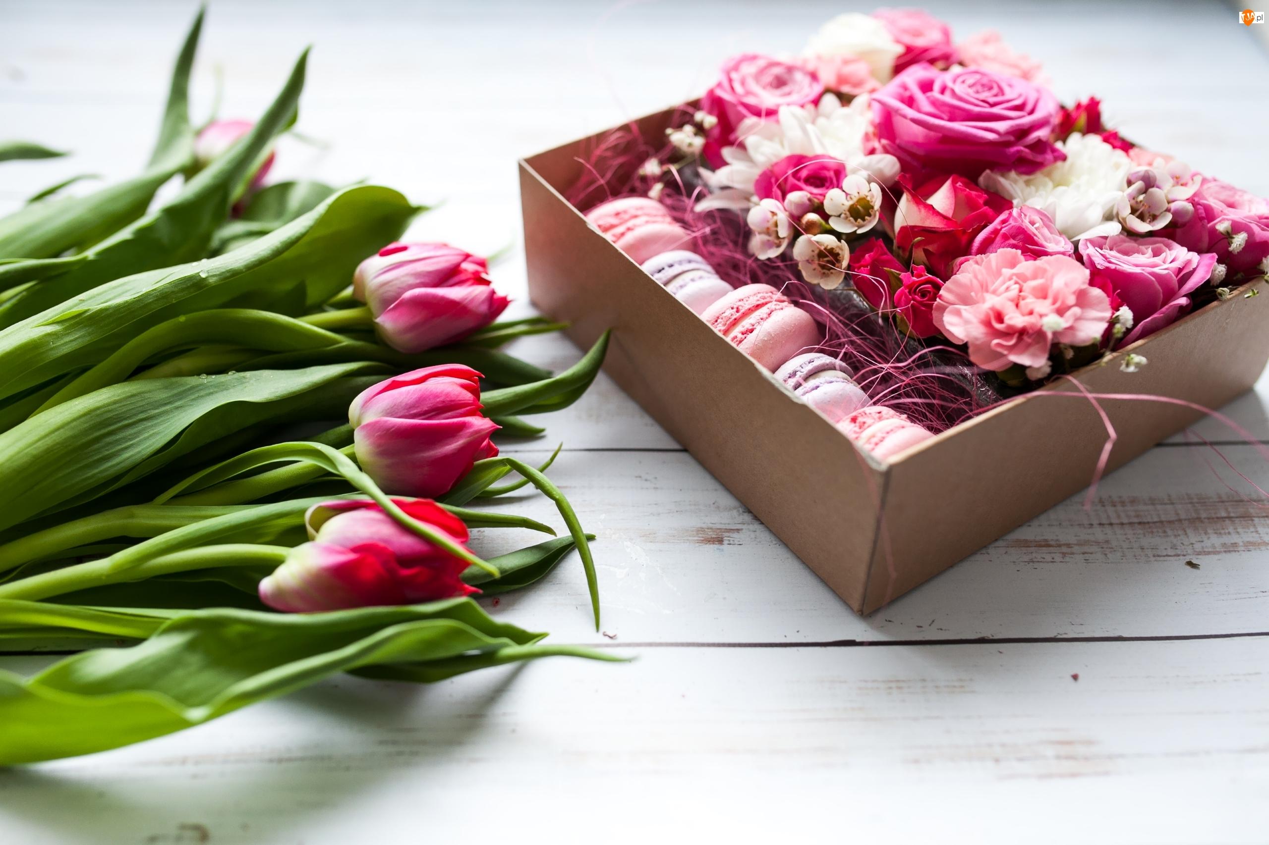 Tulipany, Kwiaty, Pudełko, Deski, Róże, Ciasteczka