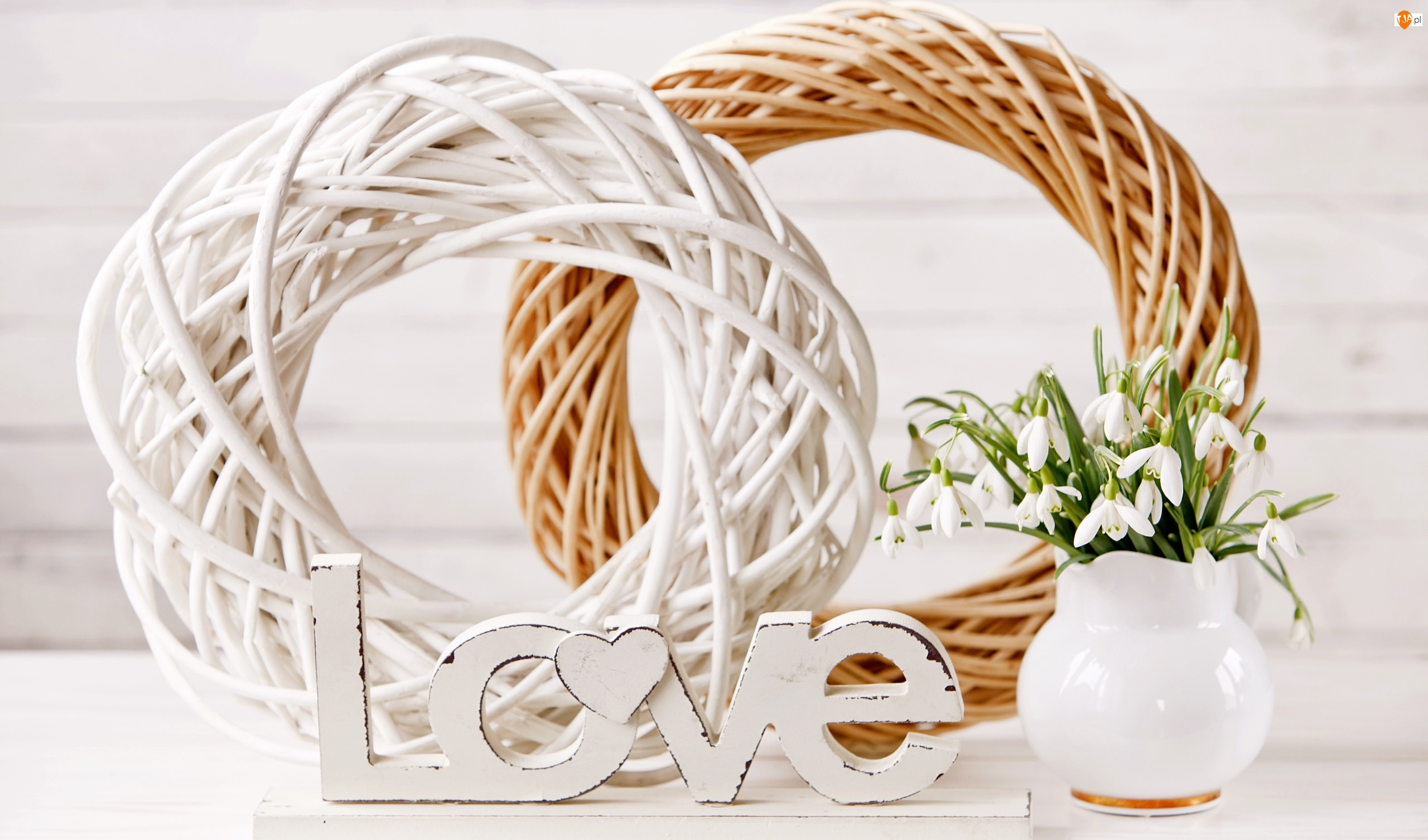 Kwiaty, Miłosne, Love, Przebiśniegi, Wianki, Wazonik, Kompozycja, Napis